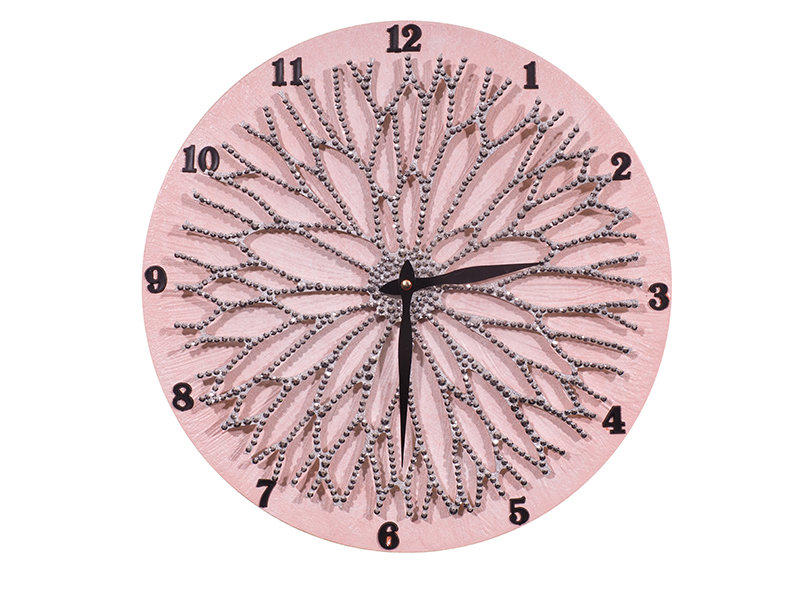 Настенные часы ЦветокНастенные часы<br>Настенные часы коллекции «Цветок» - подлинное произведение искусства. Они преобразят абсолютно любой интерьер, создадут гармонию, наделят помещение изысканностью, и заставят на стене расцвести роскошный райский цветок. Создается ощущение, что при создании не обошлось без пыльцы фей: настолько волшебно переливается покрытие из страз.Настенные часы коллекции «Цветок» способны стать идеальным подарком. Их выбирают на все торжественные случаи жизни, а также – когда нужно преподнести что-то роскошное и выполненное с изысканным вкусом. <br>&amp;lt;div&amp;gt;&amp;lt;br&amp;gt;&amp;lt;/div&amp;gt;&amp;lt;div&amp;gt;Материал: Дерево, акриловая краска, кристаллы горного хрусталя более 2000 шт, кварцевый часовой механизм&amp;lt;br&amp;gt;&amp;lt;/div&amp;gt;<br><br>Material: Дерево<br>Diameter см: 40