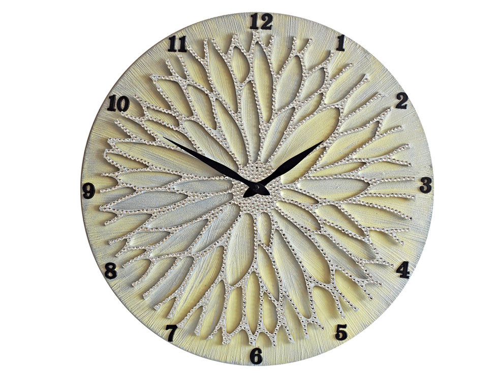 Настенные часы ЦветокНастенные часы<br>Настенные часы коллекции «Цветок» - подлинное произведение искусства. Они преобразят абсолютно любой интерьер, создадут гармонию, наделят помещение изысканностью, и заставят на стене расцвести роскошный райский цветок. Создается ощущение, что при создании не обошлось без пыльцы фей: настолько волшебно переливается покрытие из страз.Настенные часы коллекции «Цветок» способны стать идеальным подарком. Их выбирают на все торжественные случаи жизни, а также – когда нужно преподнести что-то роскошное и выполненное с изысканным вкусом. <br>&amp;lt;div&amp;gt;&amp;lt;br&amp;gt;&amp;lt;/div&amp;gt;&amp;lt;div&amp;gt;Материал: Дерево, акриловая краска, кристаллы горного хрусталя более 2000 шт, кварцевый часовой механизм&amp;lt;br&amp;gt;&amp;lt;/div&amp;gt;<br><br>Material: Дерево<br>Diameter см: 45