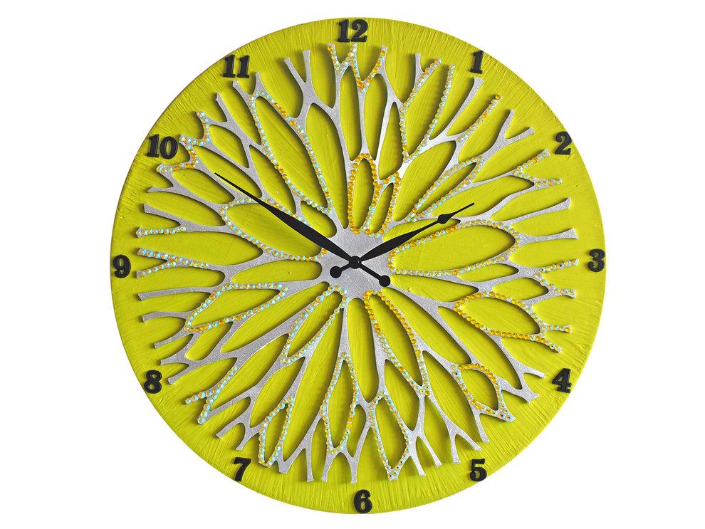 Настенные часы ЦветокНастенные часы<br>Настенные часы коллекции «Цветок» - подлинное произведение искусства. Они преобразят абсолютно любой интерьер, создадут гармонию, наделят помещение изысканностью, и заставят на стене расцвести роскошный райский цветок. Создается ощущение, что при создании не обошлось без пыльцы фей: настолько волшебно переливается покрытие из страз.Настенные часы коллекции «Цветок» способны стать идеальным подарком. Их выбирают на все торжественные случаи жизни, а также – когда нужно преподнести что-то роскошное и выполненное с изысканным вкусом. <br>&amp;lt;div&amp;gt;&amp;lt;br&amp;gt;&amp;lt;/div&amp;gt;&amp;lt;div&amp;gt;Материал: Дерево, акриловая краска, кристаллы горного хрусталя более 2000 шт, кварцевый часовой механизм&amp;lt;br&amp;gt;&amp;lt;/div&amp;gt;<br><br>Material: Красное дерево<br>Diameter см: 45