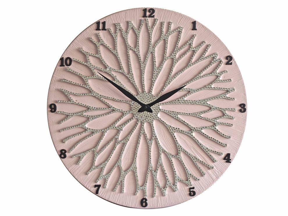Настенные часы ЦветокНастенные часы<br>Настенные часы коллекции «Цветок» - подлинное произведение искусства. Они преобразят абсолютно любой интерьер, создадут гармонию, наделят помещение изысканностью, и заставят на стене расцвести роскошный райский цветок. Создается ощущение, что при создании не обошлось без пыльцы фей: настолько волшебно переливается покрытие из страз.Настенные часы коллекции «Цветок» способны стать идеальным подарком. Их выбирают на все торжественные случаи жизни, а также – когда нужно преподнести что-то роскошное и выполненное с изысканным вкусом. <br>&amp;lt;div&amp;gt;&amp;lt;br&amp;gt;&amp;lt;/div&amp;gt;&amp;lt;div&amp;gt;Материал: Дерево, акриловая краска, стразы серебряного цвета, серебряная поталь, патина, кварцевый часовой механизм механизм&amp;lt;br&amp;gt;&amp;lt;/div&amp;gt;<br><br>Material: Дерево