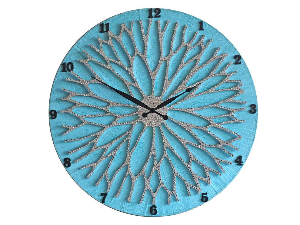 Настенные часы ЦветокНастенные часы<br>Настенные часы коллекции «Цветок» - подлинное произведение искусства. Они преобразят абсолютно любой интерьер, создадут гармонию, наделят помещение изысканностью, и заставят на стене расцвести роскошный райский цветок. Создается ощущение, что при создании не обошлось без пыльцы фей: настолько волшебно переливается покрытие из страз.Настенные часы коллекции «Цветок» способны стать идеальным подарком. Их выбирают на все торжественные случаи жизни, а также – когда нужно преподнести что-то роскошное и выполненное с изысканным вкусом. <br>&amp;lt;div&amp;gt;&amp;lt;br&amp;gt;&amp;lt;/div&amp;gt;&amp;lt;div&amp;gt;&amp;lt;div&amp;gt;Материал: Дерево, акриловая краска, кристаллы горного хрусталя более 2000 шт, кварцевый часовой механизм&amp;lt;/div&amp;gt;&amp;lt;/div&amp;gt;&amp;lt;div&amp;gt;&amp;lt;br&amp;gt;&amp;lt;/div&amp;gt;<br><br>Material: Дерево