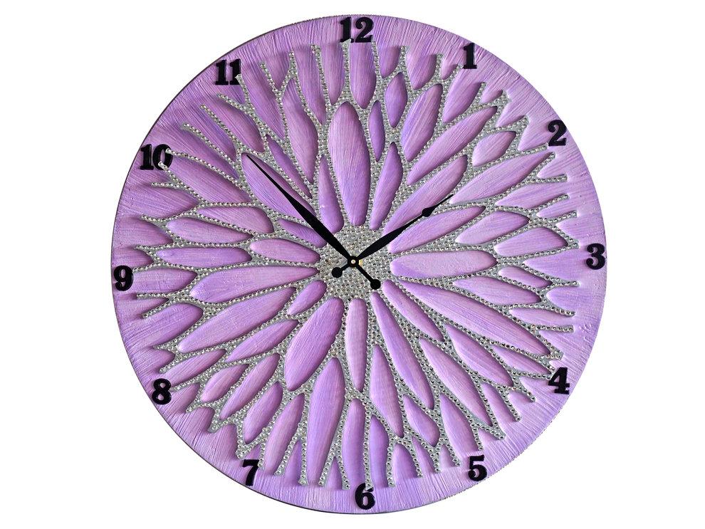 Настенные часы ЦветокНастенные часы<br>Настенные часы коллекции «Цветок» - подлинное произведение искусства. Они преобразят абсолютно любой интерьер, создадут гармонию, наделят помещение изысканностью, и заставят на стене расцвести роскошный райский цветок. Создается ощущение, что при создании не обошлось без пыльцы фей: настолько волшебно переливается покрытие из страз.Настенные часы коллекции «Цветок» способны стать идеальным подарком. Их выбирают на все торжественные случаи жизни, а также – когда нужно преподнести что-то роскошное и выполненное с изысканным вкусом. <br>&amp;lt;div&amp;gt;&amp;lt;br&amp;gt;&amp;lt;/div&amp;gt;&amp;lt;div&amp;gt;Материал: Дерево, акриловая краска, кристаллы горного хрусталя более 2000 шт, кварцевый часовой механизм&amp;lt;br&amp;gt;&amp;lt;/div&amp;gt;<br><br>Material: Дерево<br>Diameter см: 50