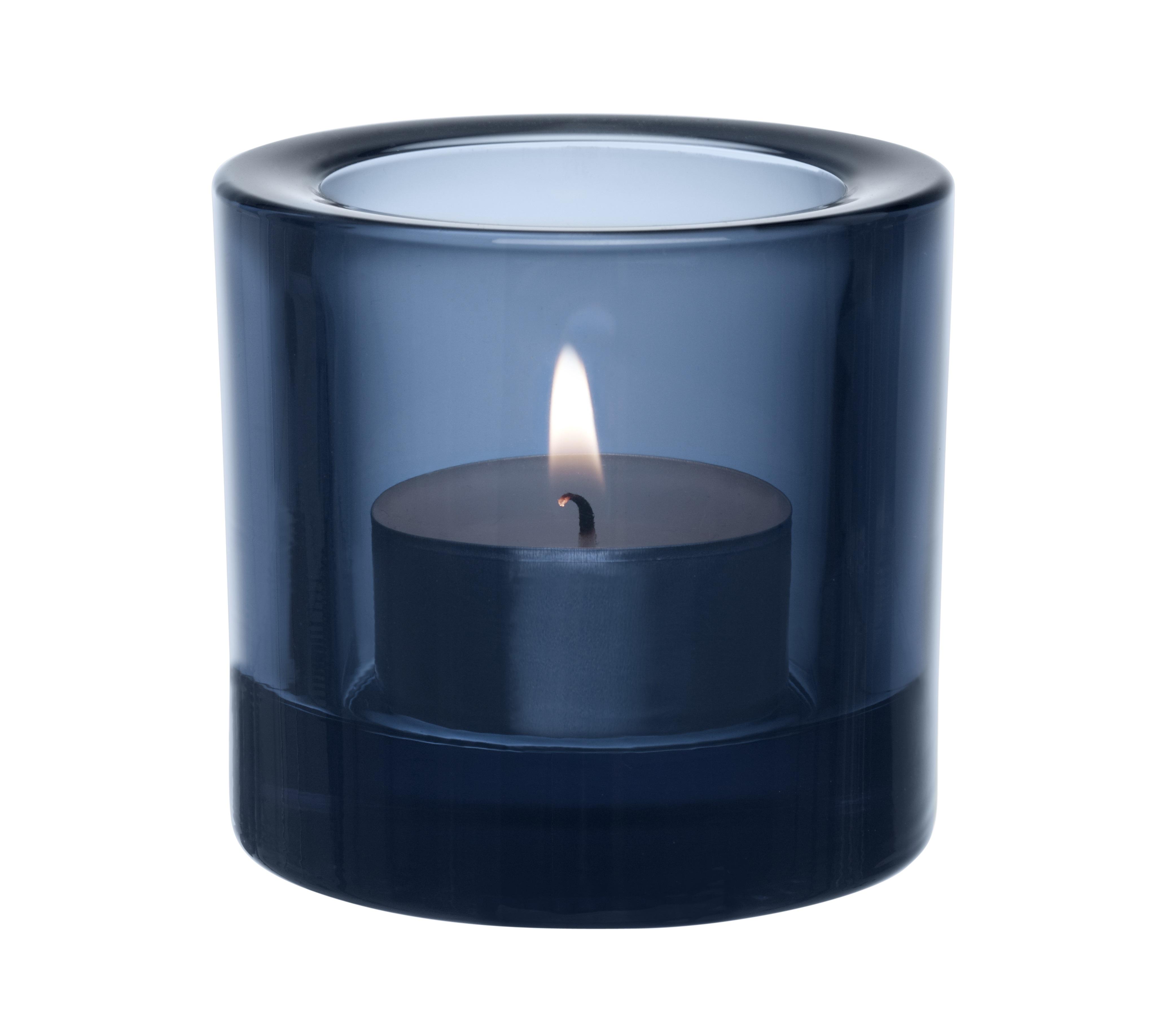 Подсвечник KiviПодсвечники<br>Для создания этих драгоценных хранителей света требуется отличное знание о стекле. Цвет и толщина стекла обогащает и рассеивает свет свечи. Широкая цветовая гамма позволяет создать коктейль из различных цветов, создавая нужное настроение.<br><br>Material: Стекло<br>Высота см: 6