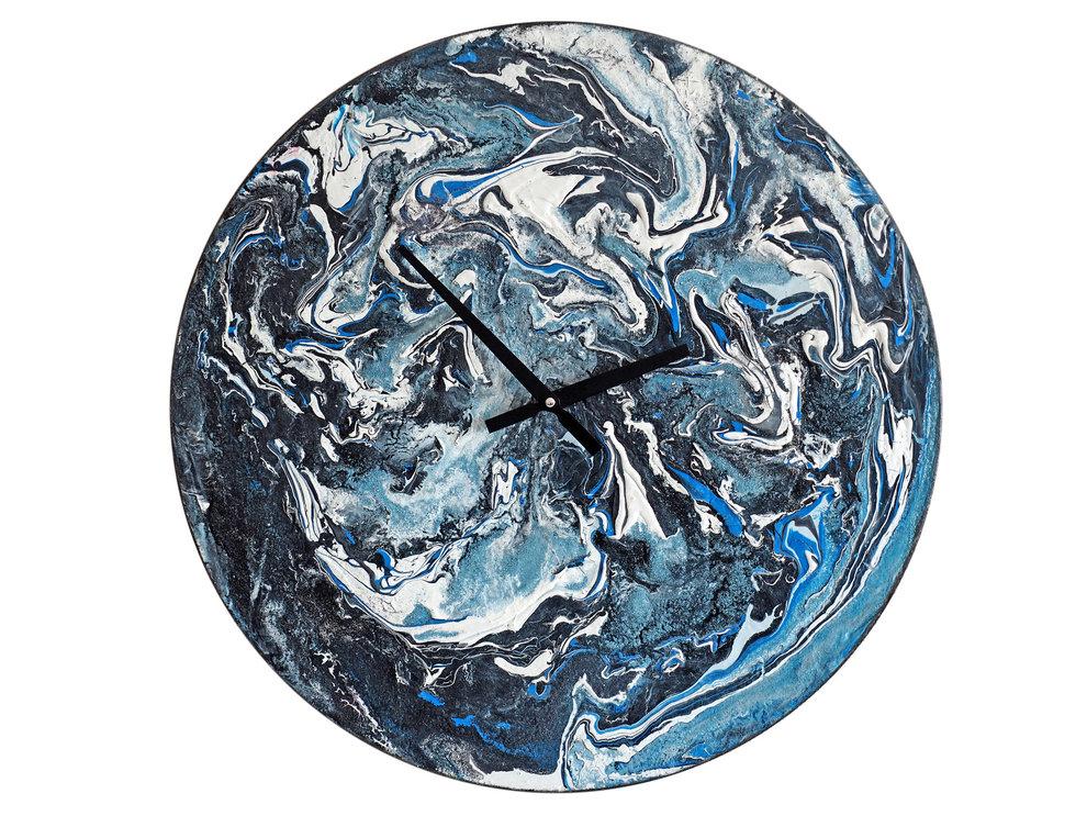 Настенные часы ЦветокНастенные часы<br>Удивительный шедевр в духе космоцентризма, превосходно исполненный акриловыми красками по дереву, открывает всю головокружительную красоту мира, в котором живет человек. С высоты богов мир выглядит совершенным. Часы способны стать идеальным подарком, ведь их энергия преобразит любой интерьер.&amp;lt;div&amp;gt;&amp;lt;br&amp;gt;&amp;lt;/div&amp;gt;&amp;lt;div&amp;gt;Материал: Дерево, акриловая краска, стразы серебряного цвета, серебряная поталь, патина, кварцевый часовой механизм механизм&amp;lt;br&amp;gt;&amp;lt;/div&amp;gt;<br><br>Material: Дерево