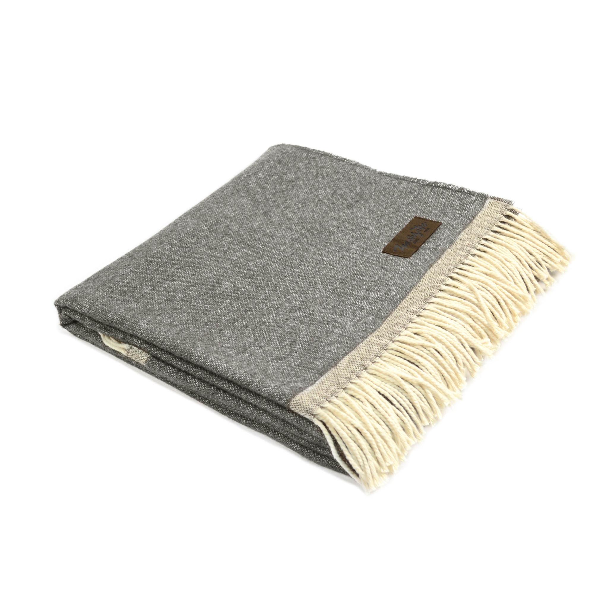 Плед MorfeoШерстяные пледы<br>Мягкий и стильный двусторонний плед, произведённый из материалов превосходного качества, несомненно, станет отличной покупкой для себя или в подарок.&amp;lt;div&amp;gt;&amp;lt;br&amp;gt;&amp;lt;/div&amp;gt;&amp;lt;div&amp;gt;Материал: шерсть, хлопок&amp;lt;br&amp;gt;&amp;lt;/div&amp;gt;<br><br>Material: Шерсть<br>Ширина см: 130<br>Глубина см: 180
