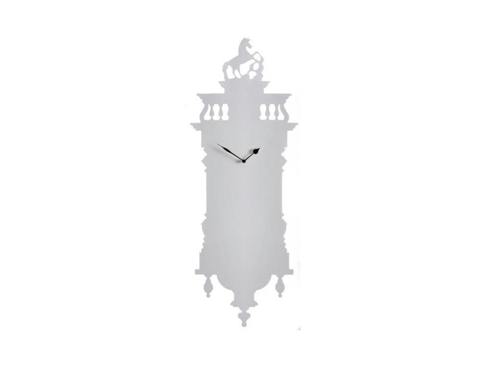 Часы Memoclock WhiteНастенные часы<br>Белые металлические часы невероятно стильный предмет интерьера. Снизу шишечки, сверху балюстрада с лошадью на постаменте складываются в красивую гармоничную и, благодаря белому цвету, легкую картину.<br><br>Material: Алюминий<br>Ширина см: 47<br>Высота см: 120<br>Глубина см: 3