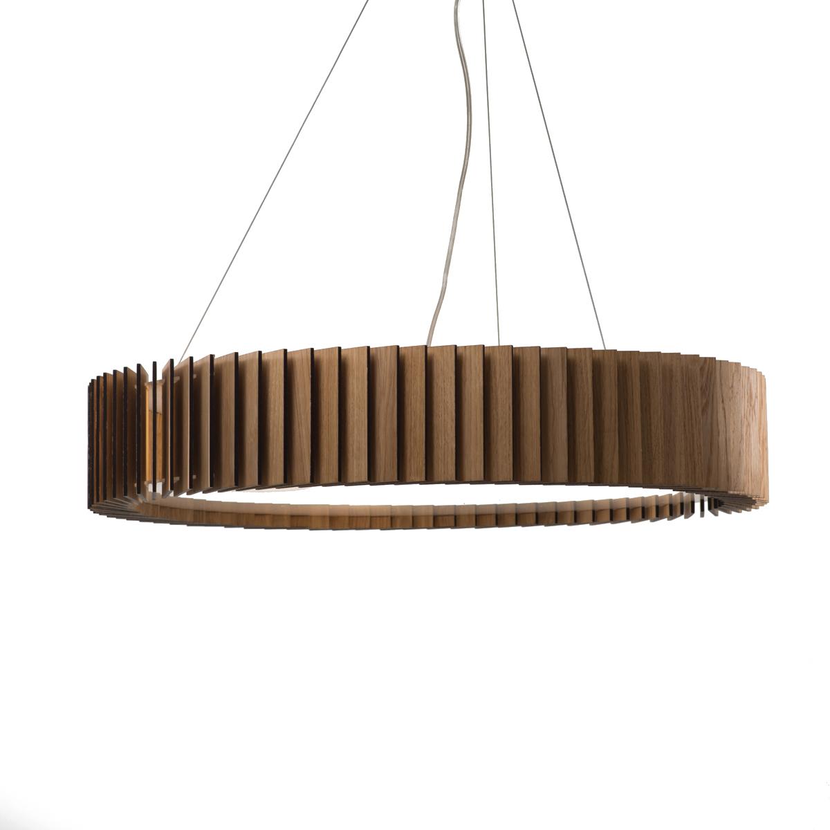 Люстра РоторПодвесные светильники<br>Ротор представляют собой люстру, основание которой изготовлено из акрилового матового стекла, деревянные пластины выполнены из шпона дуба и покрыты защитными маслами и воском. Светильник оснащён 4 патронами для светодиодных лампочек, что обеспечит яркий поток света для всего помещения. Свет проходит через деревянные лопасти, направленные под углом, и рождает впечатляющие узоры на стенах. А когда светильник выключен, он становится элементом декора интерьера.<br>Светильник &amp;quot;Ротор&amp;quot; заслужил бронзовую награду на международном конкурсе A&amp;#39;Design Award в категории Освещение.&amp;amp;nbsp;&amp;lt;div&amp;gt;&amp;lt;br&amp;gt;&amp;lt;/div&amp;gt;&amp;lt;div&amp;gt;&amp;lt;div&amp;gt;Тип цоколя: E27&amp;lt;/div&amp;gt;&amp;lt;div&amp;gt;Мощность: 9W&amp;lt;/div&amp;gt;&amp;lt;div&amp;gt;Кол-во ламп: 4 (нет в комплекте)&amp;lt;/div&amp;gt;&amp;lt;/div&amp;gt;&amp;lt;div&amp;gt;&amp;lt;br&amp;gt;&amp;lt;/div&amp;gt;<br><br>Material: Шпон