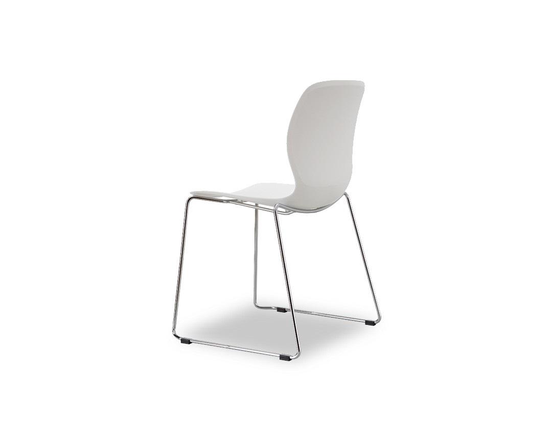 СтулОбеденные стулья<br>Эргономичная спинка и сиденье из высококачественного пластика ABS, ножки из хромированного металла<br><br>Material: Пластик<br>Width см: 54<br>Depth см: 52<br>Height см: 83,5