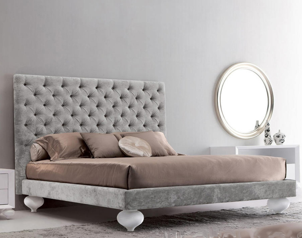 Кровать PalermoКровати с мягким изголовьем<br>Потрясающий дизайн кровати &amp;quot;Palermo&amp;quot; удивляет своей роскошью, выраженной в каждой детали. Мягкое изголовье имеет великолепный вид благодаря бархатному велюру, декорированному элегантной стяжкой капитоне. В роли интересных акцентов выступают ножки, напоминающие старинные амфоры. &amp;amp;nbsp;&amp;lt;div&amp;gt;&amp;lt;br&amp;gt;&amp;lt;/div&amp;gt;&amp;lt;div&amp;gt;Представлена в трех вариантах отделки: бежевый, розовый и серебристый велюр.<br>Ширина спального места: 180х200.&amp;lt;/div&amp;gt;<br><br>Material: Велюр<br>Ширина см: 201<br>Высота см: 150<br>Глубина см: 220
