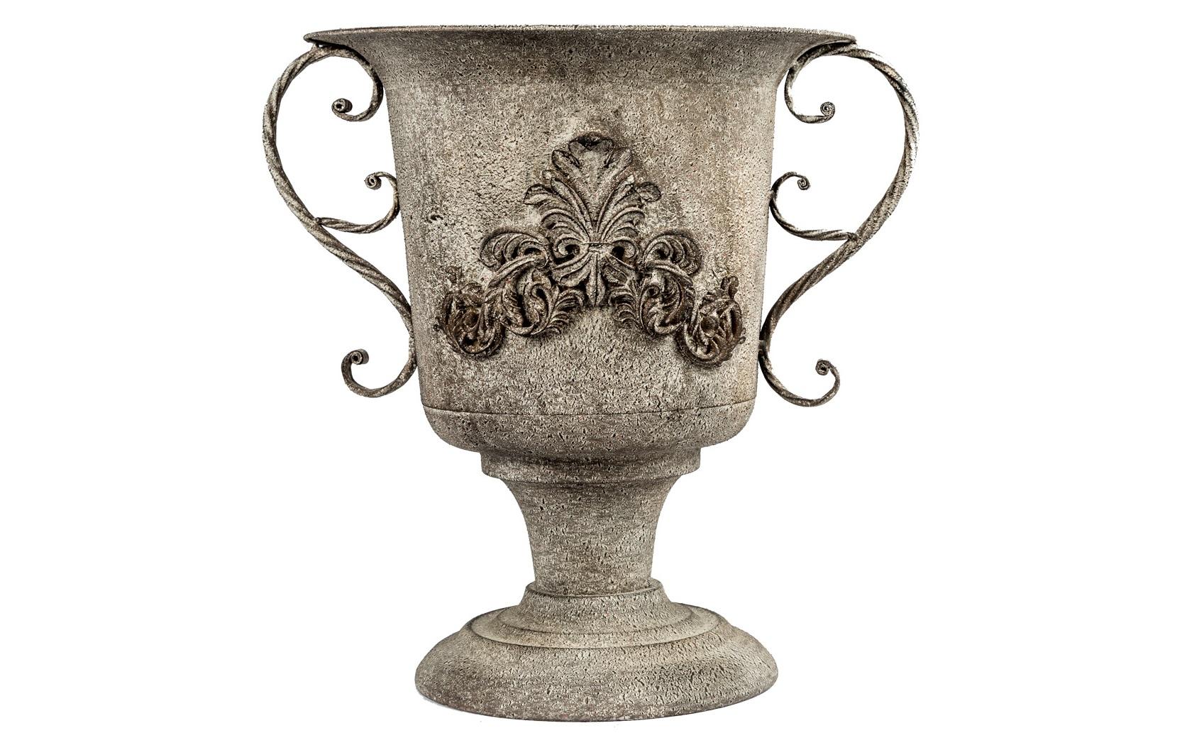 Ваза-кашпо «Модена»Кашпо и подставки для дачи и сада<br>Ваза &amp;quot;Модена&amp;quot; - образец романского благородства, симпатизирующий французской и греческой классике. Благодаря оптимальной высоте, ваза &amp;quot;Модена&amp;quot; равнозначна для настольного или напольного украшения. Среди городских интерьеров напольный дизайн уместен в гостиной, столовой и спальне. Но особый эффект зонирования ожидает просторные студии и холлы. В любом расположении она непременного станет центром интерьерного внимания. Классика - не дополнение, а законодатель любой планировки.<br><br>Material: Металл<br>Height см: 39.5<br>Diameter см: 33.5