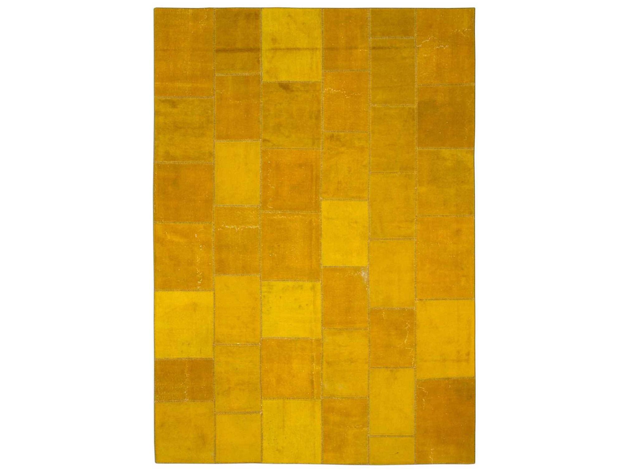 Ковер PatchworkПрямоугольные ковры<br>Винтажный ковер ручной работы в стиле &amp;quot;пэчворк&amp;quot; из 100% шерсти. Ковер прекрасно подходит в любые современные и классические интерьеры, а благодаря толщине ковра всего 5 мм и отсутствию&amp;amp;nbsp; ворса, его легко чистить любыми видами пылесосов. Этот настоящий ковер ручной работы не потеряет своих красок и будет служить десятилетия.<br><br>Material: Шерсть<br>Ширина см: 230<br>Глубина см: 334