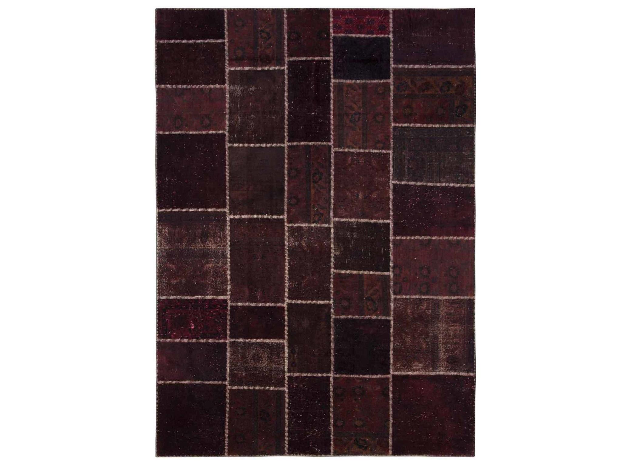 Ковер PatchworkПрямоугольные ковры<br>Винтажный ковер ручной работы в стиле &amp;quot;пэчворк&amp;quot; <br>из 100% шерсти. Ковер прекрасно подходит в <br>любые современные и классические интерьеры, <br>а благодаря толщине ковра всего 5 мм и отсутствию <br>ворса, его легко чистить любыми видами пылесосов. <br>Этот настоящий ковер ручной работы не потеряет <br>своих красок и будет служить десятилетия.<br><br>Material: Шерсть<br>Ширина см: 236<br>Глубина см: 330