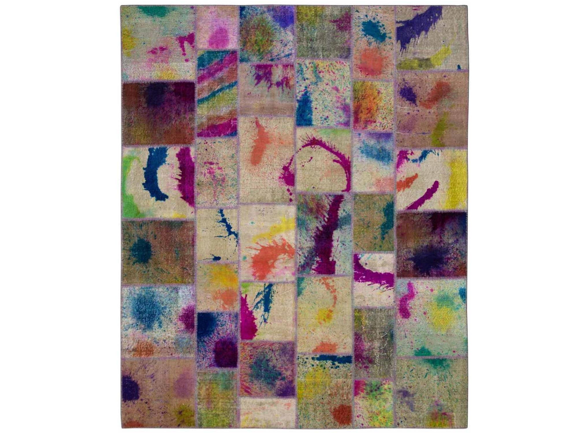Ковер PatchworkПрямоугольные ковры<br>Винтажный ковер ручной работы в стиле &amp;quot;пэчворк&amp;quot; <br>из 100% шерсти. Ковер прекрасно подходит в <br>любые современные и классические интерьеры, <br>а благодаря толщине ковра всего 5 мм и отсутствию <br>ворса, его легко чистить любыми видами пылесосов. <br>Этот настоящий ковер ручной работы не потеряет <br>своих красок и будет служить десятилетия.<br><br>Material: Шерсть<br>Ширина см: 247<br>Глубина см: 300