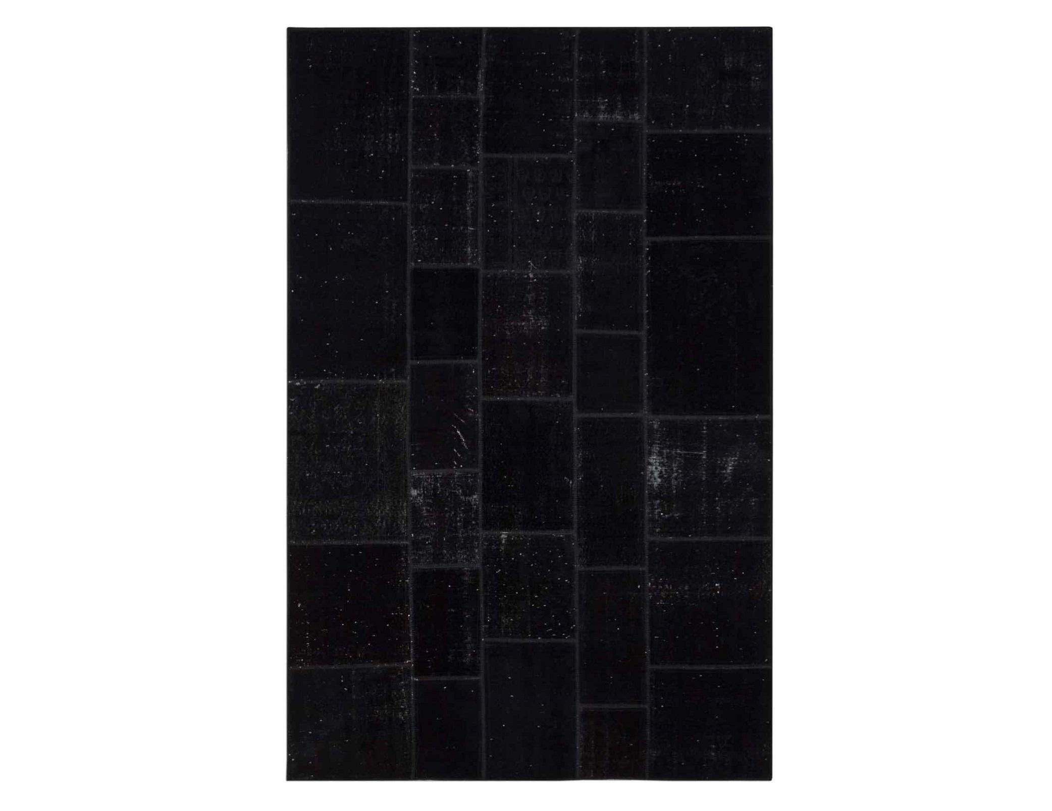 Ковер PatchworkПрямоугольные ковры<br>Винтажный ковер ручной работы в стиле &amp;quot;пэчворк&amp;quot; <br>из 100% шерсти. Ковер прекрасно подходит в <br>любые современные и классические интерьеры, <br>а благодаря толщине ковра всего 5 мм и отсутствию <br>ворса, его легко чистить любыми видами пылесосов. <br>Этот настоящий ковер ручной работы не потеряет <br>своих красок и будет служить десятилетия.<br><br>Material: Шерсть<br>Ширина см: 196<br>Глубина см: 302