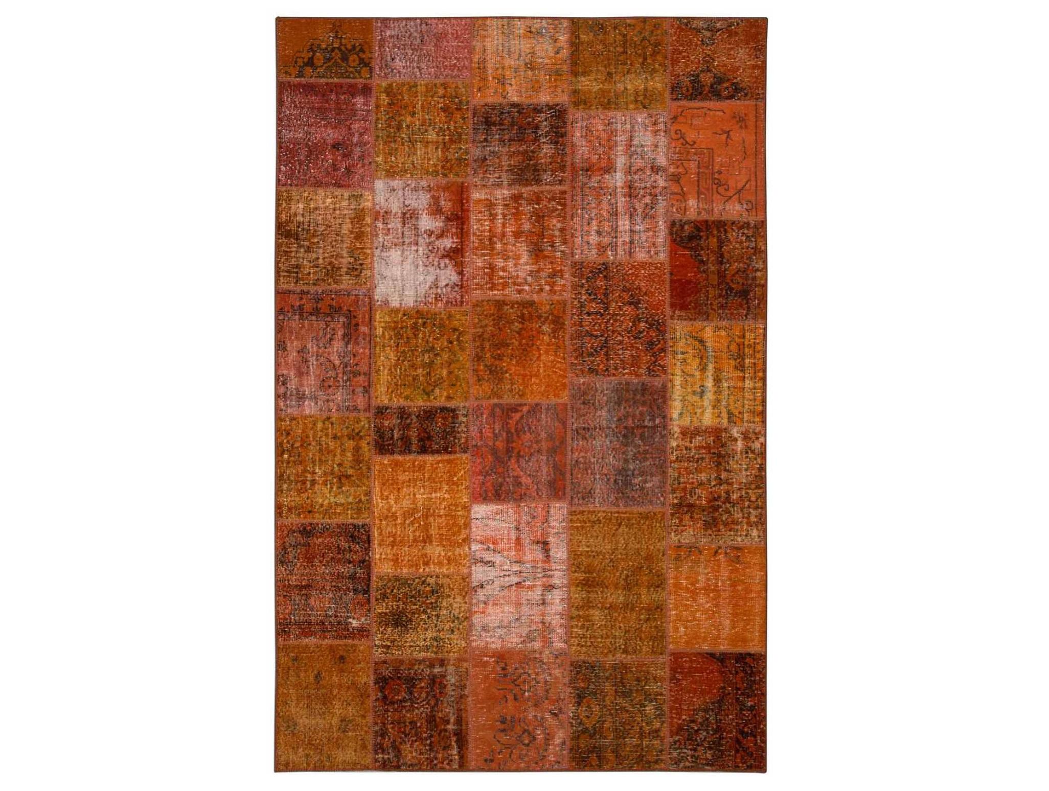 Ковер PatchworkПрямоугольные ковры<br>Винтажный ковер ручной работы в стиле &amp;quot;пэчворк&amp;quot; <br>из 100% шерсти. Ковер прекрасно подходит в <br>любые современные и классические интерьеры, <br>а благодаря толщине ковра всего 5 мм. и отсутствию <br>ворса, его легко чистить любыми видами пылесосов. <br>Этот настоящий ковер ручной работы не потеряет <br>своих красок и будет служить десятилетия.<br><br>Material: Шерсть<br>Ширина см: 192<br>Глубина см: 295