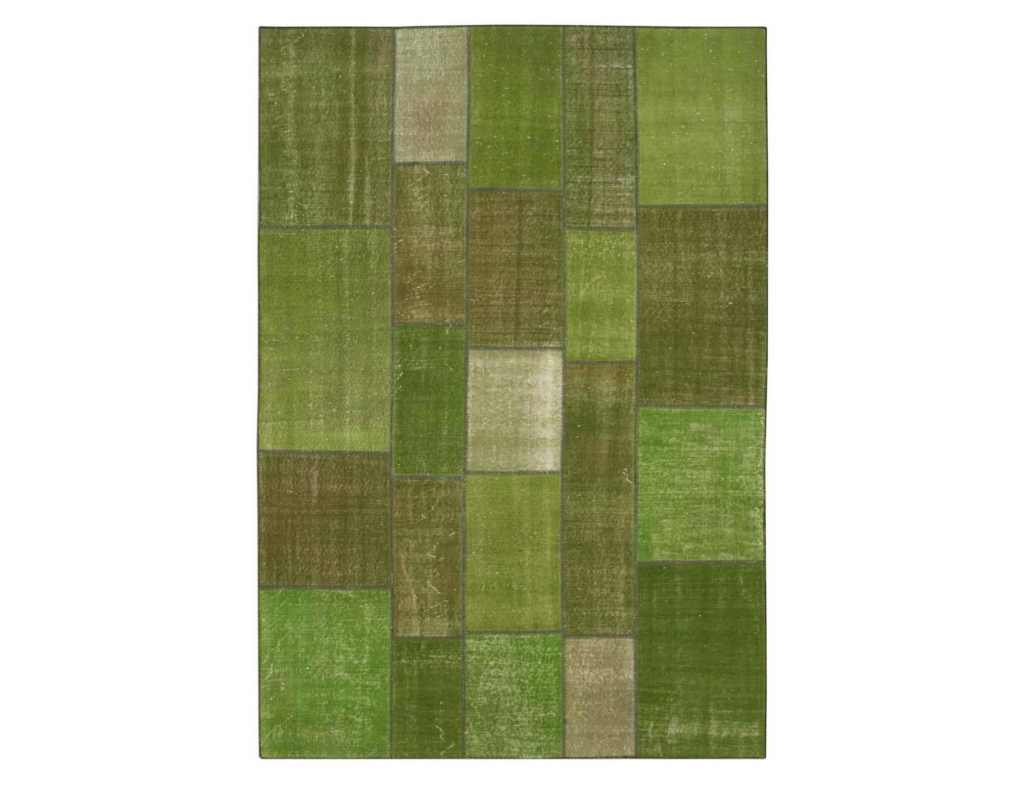 Ковер PatchworkПрямоугольные ковры<br>Винтажный ковер ручной работы в стиле &amp;quot;пэчворк&amp;quot; <br>из 100% шерсти. Ковер прекрасно подходит в <br>любые современные и классические интерьеры, <br>а благодаря толщине ковра всего 5 мм и отсутствию <br>ворса, его легко чистить любыми видами пылесосов. <br>Этот настоящий ковер ручной работы не потеряет <br>своих красок и будет служить десятилетия.<br><br>Material: Шерсть<br>Width см: 192<br>Depth см: 282