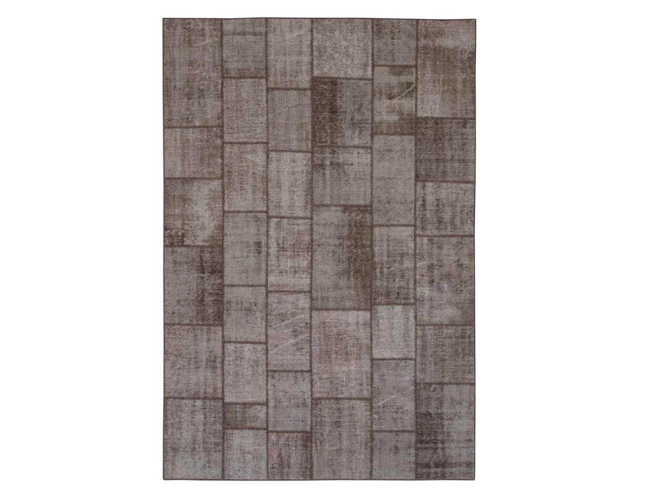 Ковер PatchworkПрямоугольные ковры<br>Винтажный ковер ручной работы в стиле &amp;quot;пэчворк&amp;quot; <br>из 100% шерсти. Ковер прекрасно подходит в <br>любые современные и классические интерьеры, <br>а благодаря тощине ковра всего 5 мм. и отсутствию <br>ворса, его легко чистить любыми видами пылесосов. <br>Этот настоящий ковер ручной работы не потеряет <br>своих красок и будет служить десятилетия.<br><br>Material: Шерсть<br>Ширина см: 202<br>Глубина см: 297