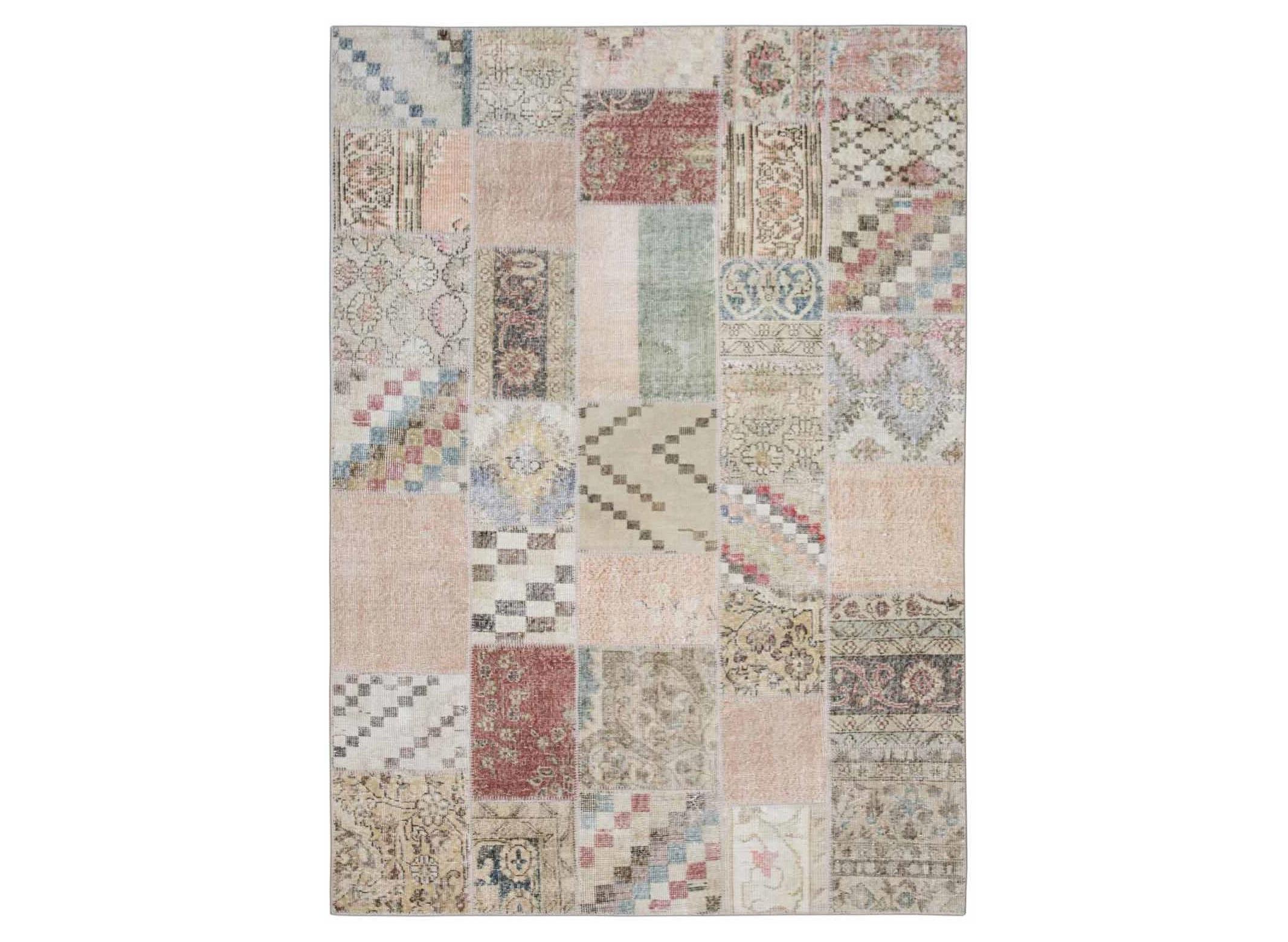 Ковер PatchworkПрямоугольные ковры<br>Винтажный ковер ручной работы в стиле &amp;quot;пэчворк&amp;quot; <br>из 100% шерсти. Ковер прекрасно подходит в <br>любые современные и классические интерьеры, <br>а благодаря толщине ковра всего 5 мм и отсутствию <br>ворса, его легко чистить любыми видами пылесосов. <br>Этот настоящий ковер ручной работы не потеряет <br>своих красок и будет служить десятилетия.<br><br>Material: Шерсть<br>Width см: 172<br>Depth см: 242