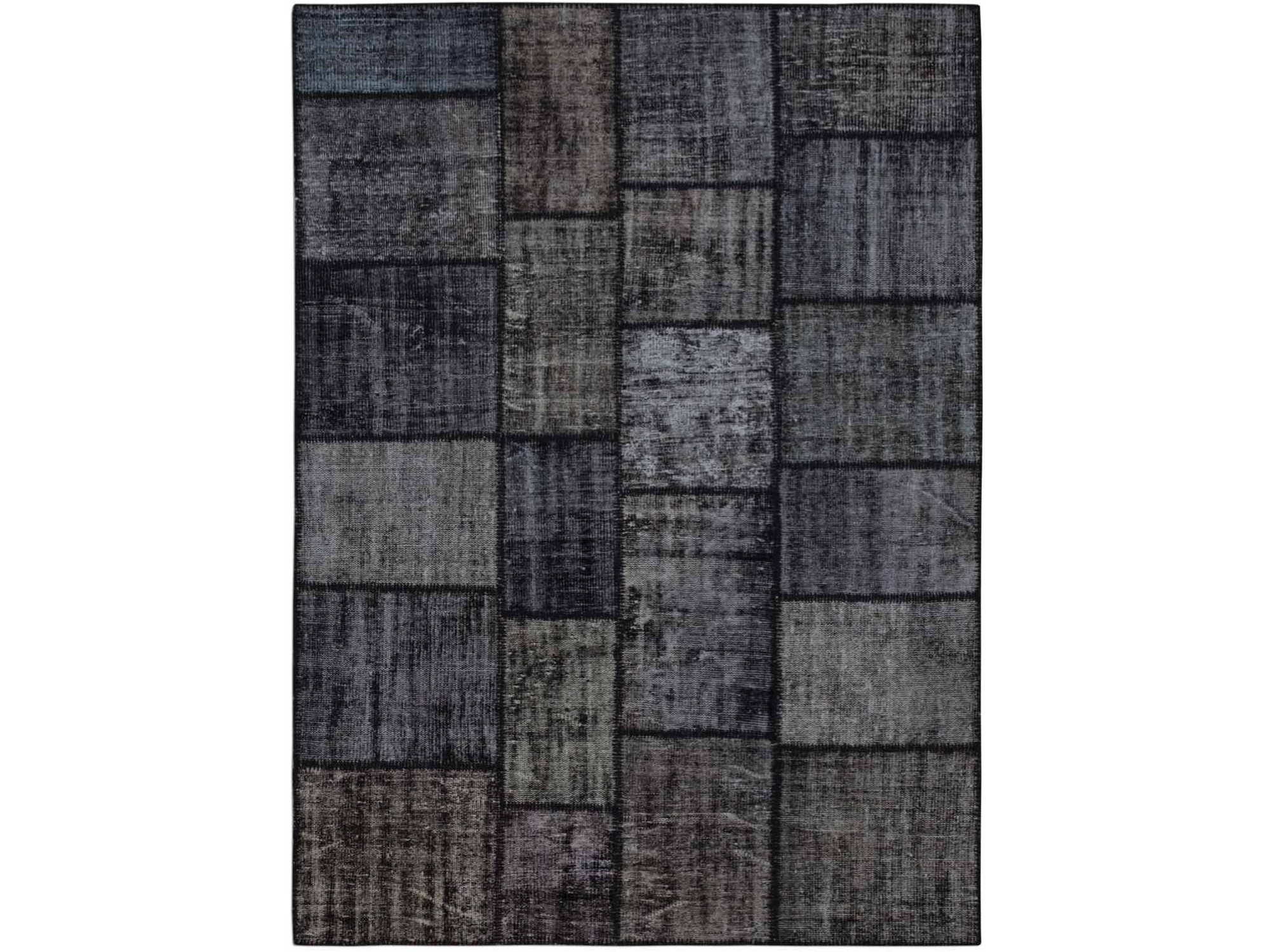 Ковер PatchworkПрямоугольные ковры<br>Винтажный ковер ручной работы в стиле &amp;quot;пэчворк&amp;quot; <br>из 100% шерсти. Ковер прекрасно подходит в <br>любые современные и классические интерьеры, <br>а благодаря толщине ковра всего 5 мм. и отсутствию <br>ворса, его легко чистить любыми видами пылесосов. <br>Этот настоящий ковер ручной работы не потеряет <br>своих красок и будет служить десятилетия.<br><br>Material: Шерсть<br>Ширина см: 176<br>Глубина см: 242