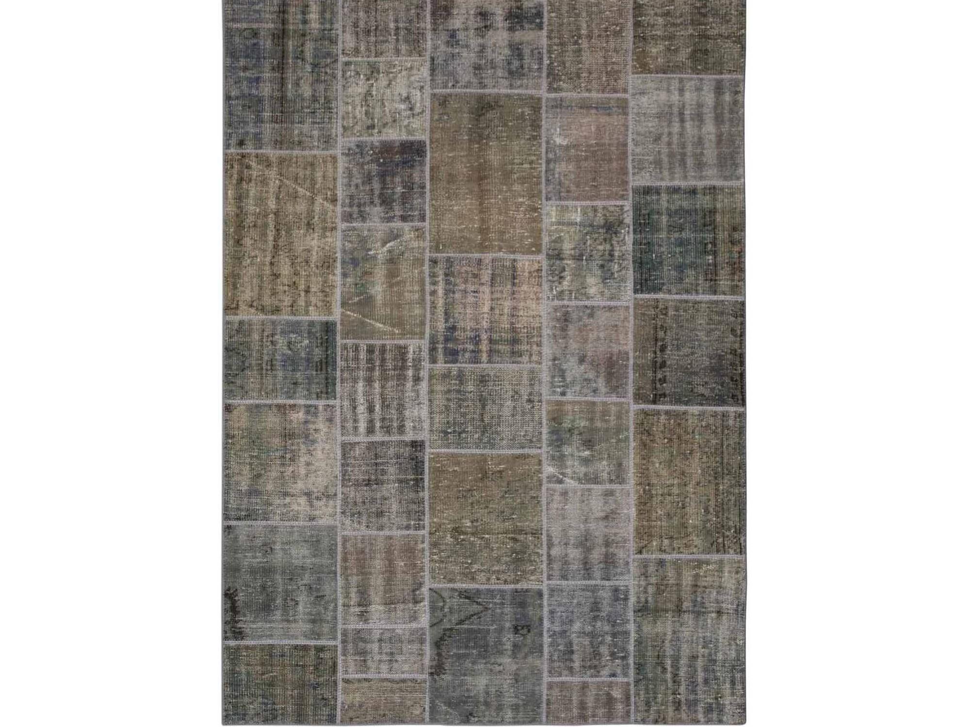 Ковер PatchworkПрямоугольные ковры<br>Винтажный ковер ручной работы в стиле &amp;quot;пэчворк&amp;quot; <br>из 100% шерсти. Ковер прекрасно подходит в <br>любые современные и классические интерьеры, <br>а благодаря толщине ковра всего 5 мм. и отсутствию <br>ворса, его легко чистить любыми видами пылесосов. <br>Этот настоящий ковер ручной работы не потеряет <br>своих красок и будет служить десятилетия.<br><br>Material: Шерсть<br>Ширина см: 172<br>Глубина см: 240