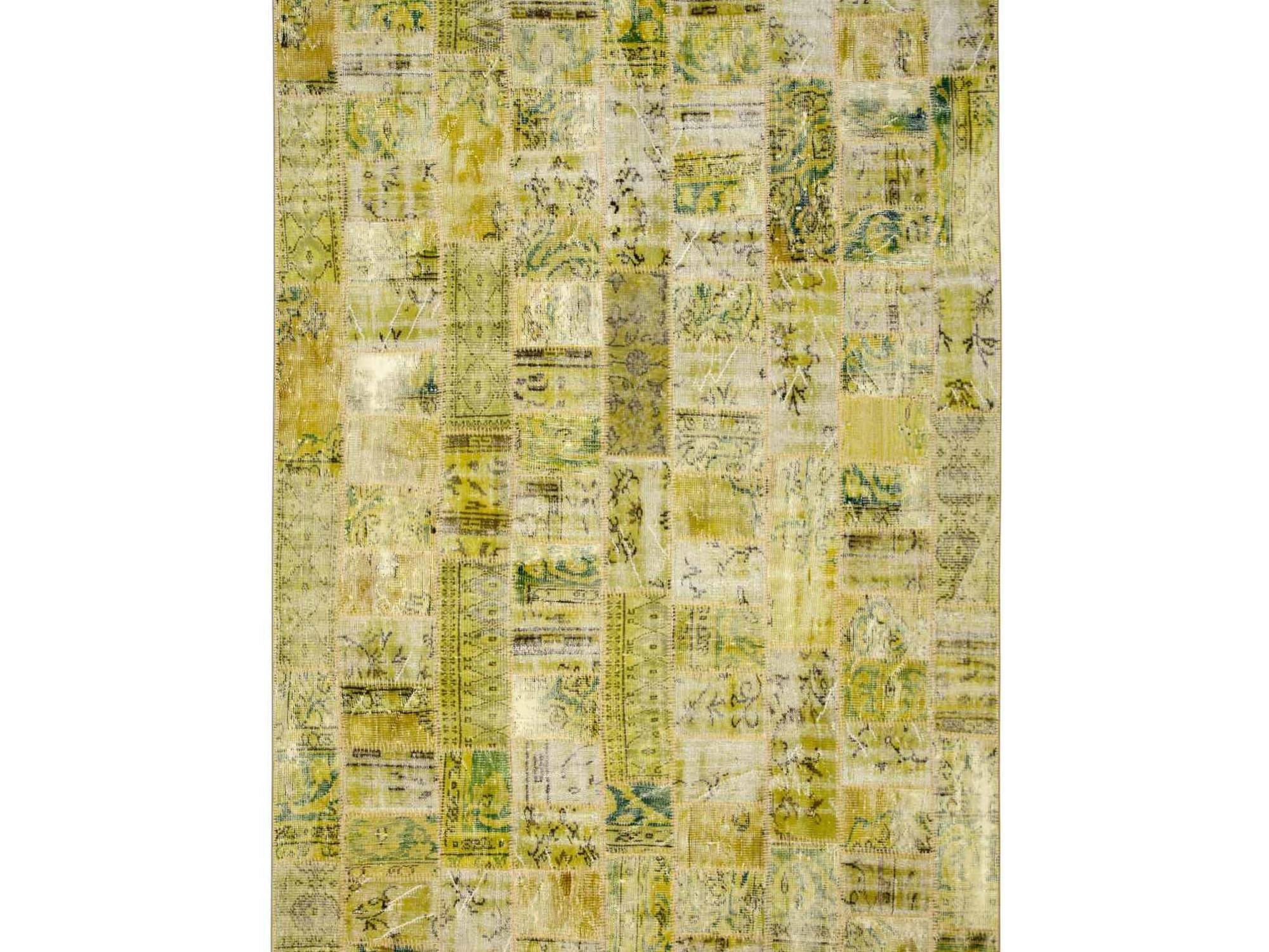 Ковер PatchworkПрямоугольные ковры<br>Винтажный ковер ручной работы в стиле &amp;quot;пэчворк&amp;quot; <br>из 100% шерсти. Ковер прекрасно подходит в <br>любые современные и классические интерьеры, <br>а благодаря толщине ковра всего 5 мм. и отсутствию <br>ворса, его легко чистить любыми видами пылесосов. <br>Этот настоящий ковер ручной работы не потеряет <br>своих красок и будет служить десятилетия.<br><br>Material: Шерсть<br>Ширина см: 197<br>Глубина см: 306