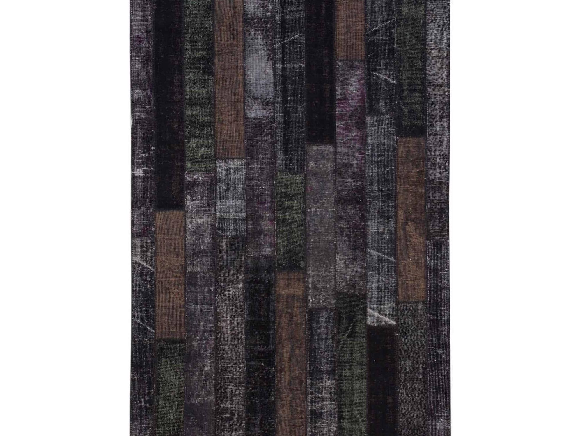 Ковер PatchworkПрямоугольные ковры<br>Винтажный ковер ручной работы в стиле &amp;quot;пэчворк&amp;quot; <br>из 100% шерсти. Ковер прекрасно подходит в <br>любые современные и классические интерьеры, <br>а благодаря толщине ковра всего 5 мм и отсутствию <br>ворса, его легко чистить любыми видами пылесосов. <br>Этот настоящий ковер ручной работы не потеряет <br>своих красок и будет служить десятилетия.<br><br>Material: Шерсть<br>Width см: 171<br>Depth см: 243