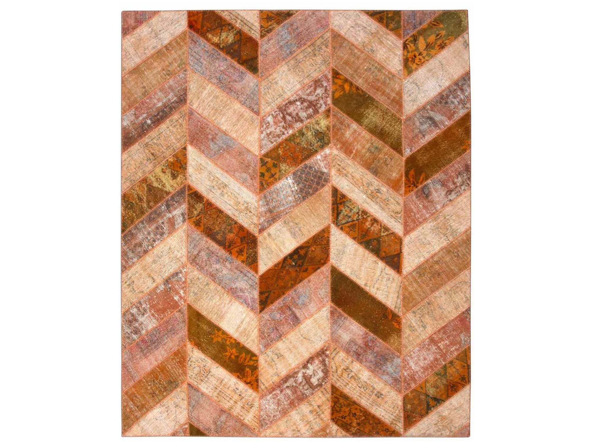 Ковер PatchworkПрямоугольные ковры<br>Винтажный ковер ручной работы в стиле &amp;quot;пэчворк&amp;quot; <br>из 100% шерсти. Ковер прекрасно подходит в <br>любые современные и классические интерьеры, <br>а благодаря толщине ковра всего 5 мм. и отсутствию <br>ворса, его легко чистить любыми видами пылесосов. <br>Этот настоящий ковер ручной работы не потеряет <br>своих красок и будет служить десятилетия.<br><br>Material: Шерсть<br>Ширина см: 249<br>Глубина см: 308