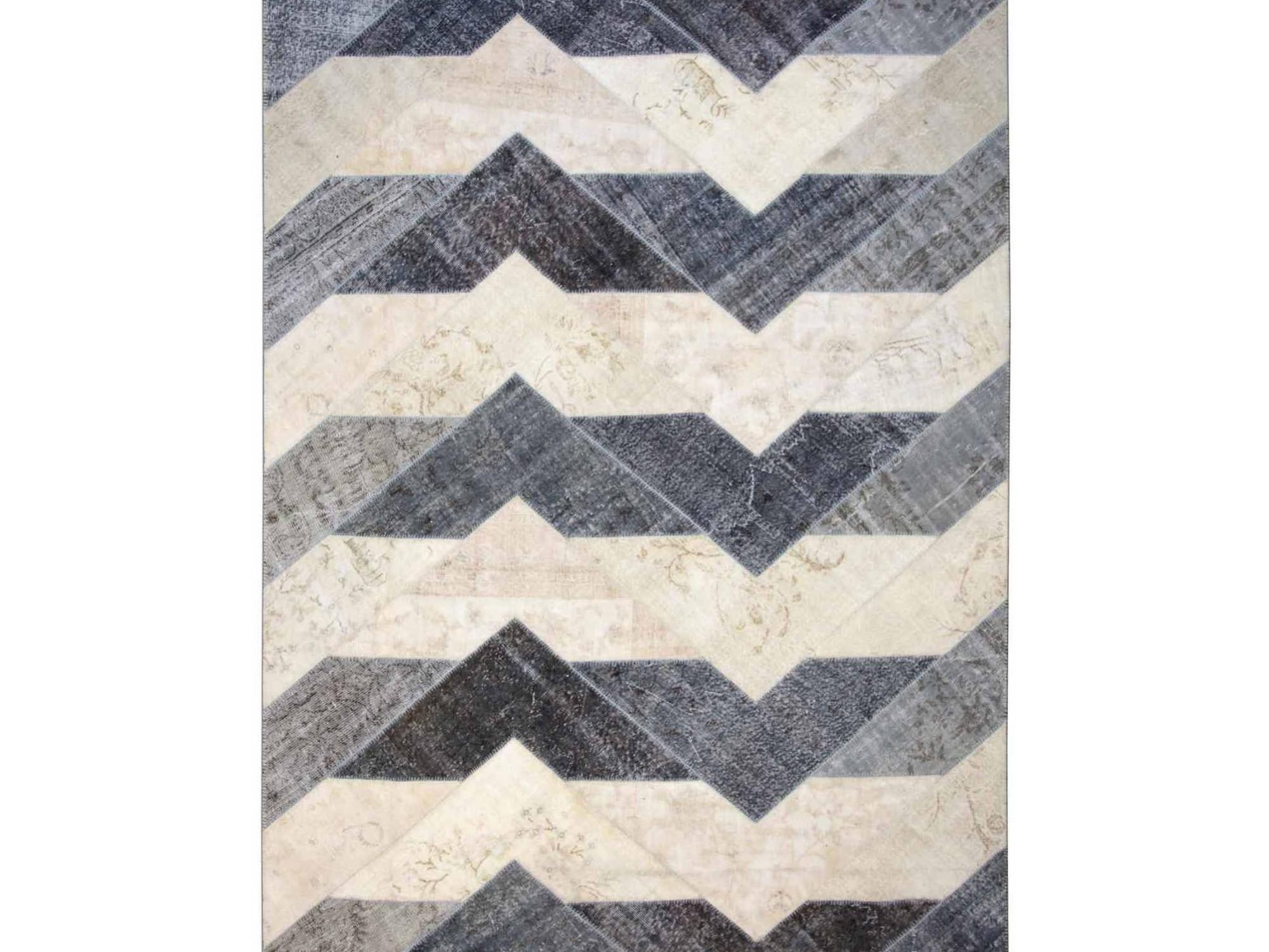 Ковер PatchworkПрямоугольные ковры<br>Винтажный ковер ручной работы в стиле &amp;quot;пэчворк&amp;quot; <br>из 100% шерсти. Ковер прекрасно подходит в <br>любые современные и классические интерьеры, <br>а благодаря толщине ковра всего 5 мм. и отсутствию <br>ворса, его легко чистить любыми видами пылесосов. <br>Этот настоящий ковер ручной работы не потеряет <br>своих красок и будет служить десятилетия.<br><br>Material: Шерсть<br>Ширина см: 250<br>Глубина см: 353