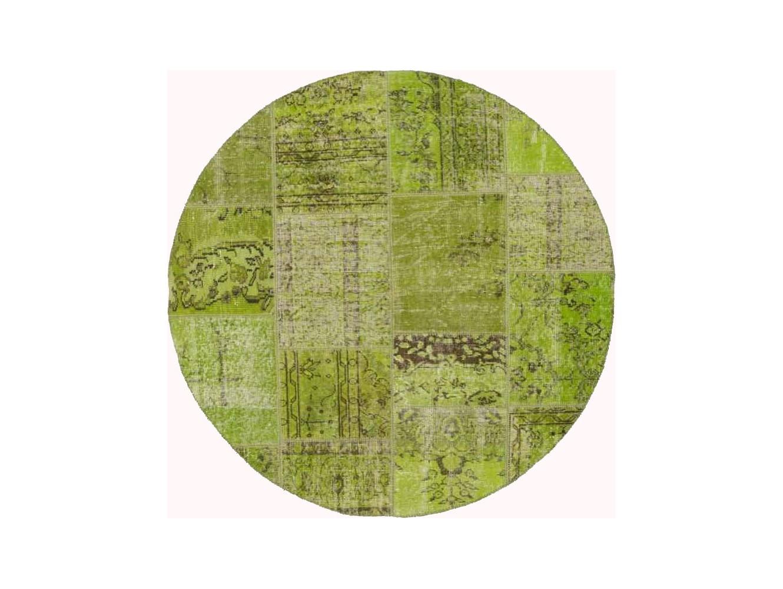 Ковер PatchworkКруглые ковры<br>Винтажный ковер ручной работы в стиле &amp;quot;пэчворк&amp;quot; <br>из 100% шерсти. Ковер прекрасно подходит в <br>любые современные и классические интерьеры, <br>а благодаря толщине ковра всего 5 мм. и отсутствию <br>ворса, его легко чистить любыми видами пылесосов. <br>Этот настоящий ковер ручной работы не потеряет <br>своих красок и будет служить десятилетия.<br><br>Material: Шерсть<br>Width см: None<br>Depth см: None<br>Diameter см: 150