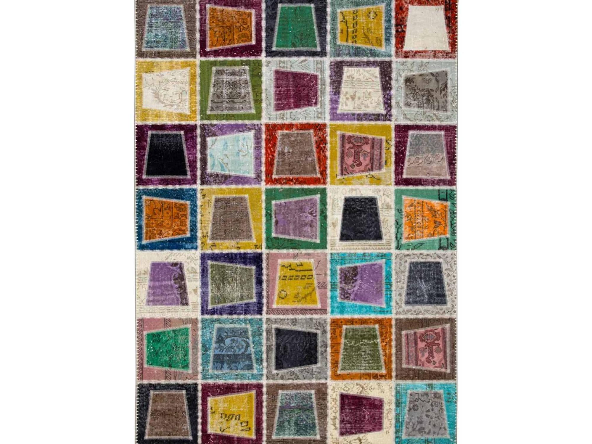 Ковер PatchworkПрямоугольные ковры<br>Винтажный ковер ручной работы в стиле &amp;quot;пэчворк&amp;quot; <br>из 100% шерсти. Ковер прекрасно подходит в <br>любые современные и классические интерьеры, <br>а благодаря толщине ковра всего 5 мм. и отсутствию <br>ворса, его легко чистить любыми видами пылесосов. <br>Этот настоящий ковер ручной работы не потеряет <br>своих красок и будет служить десятилетия.<br><br>Material: Шерсть<br>Width см: 200<br>Depth см: 280