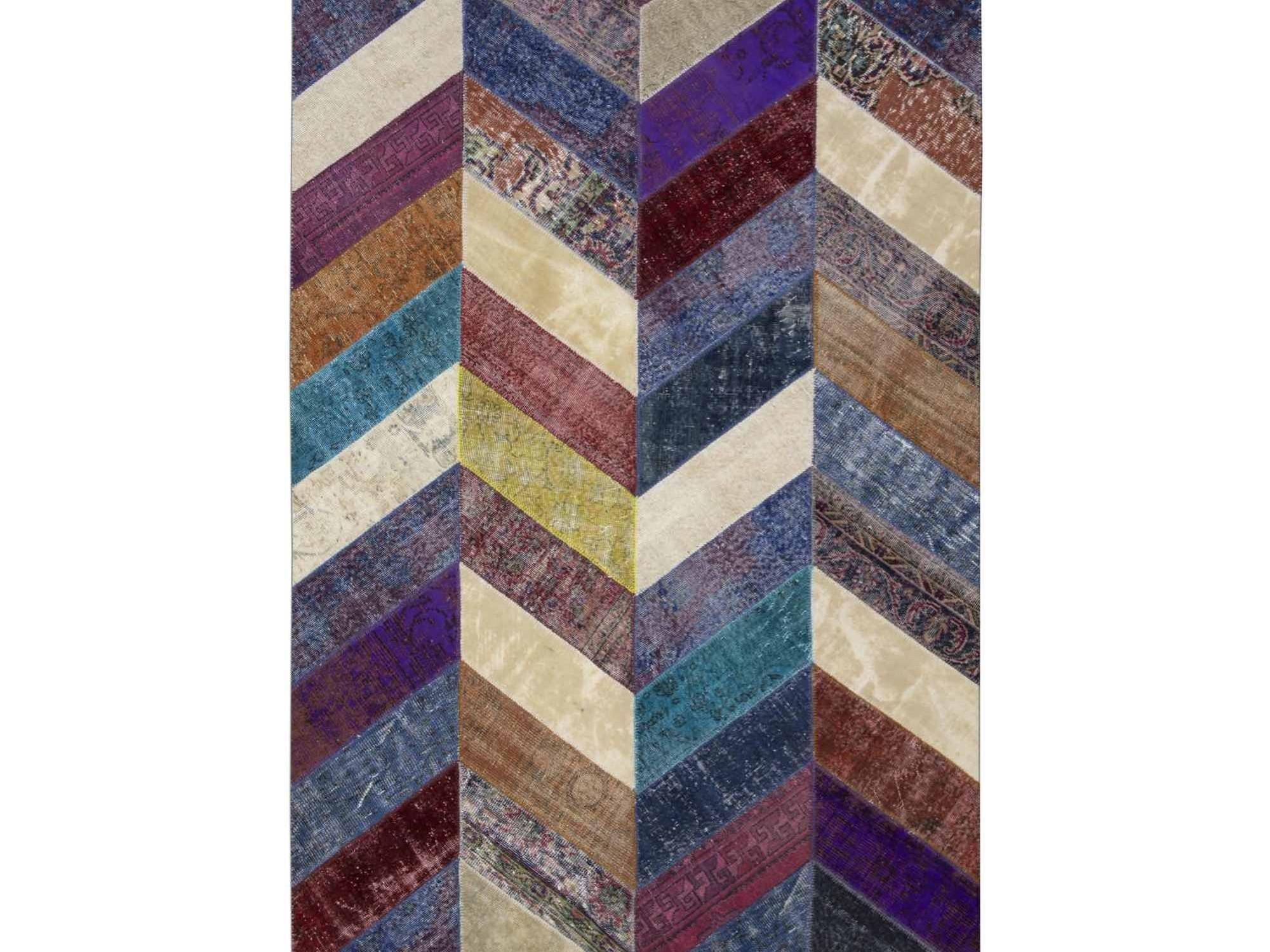 Ковер PatchworkПрямоугольные ковры<br>Винтажный ковер ручной работы в стиле &amp;quot;пэчворк&amp;quot; <br>из 100% шерсти. Ковер прекрасно подходит в <br>любые современные и классические интерьеры, <br>а благодаря толщине ковра всего 5 мм и отсутствию <br>ворса, его легко чистить любыми видами пылесосов. <br>Этот настоящий ковер ручной работы не потеряет <br>своих красок и будет служить десятилетия.<br><br>Material: Шерсть<br>Ширина см: 196<br>Глубина см: 299