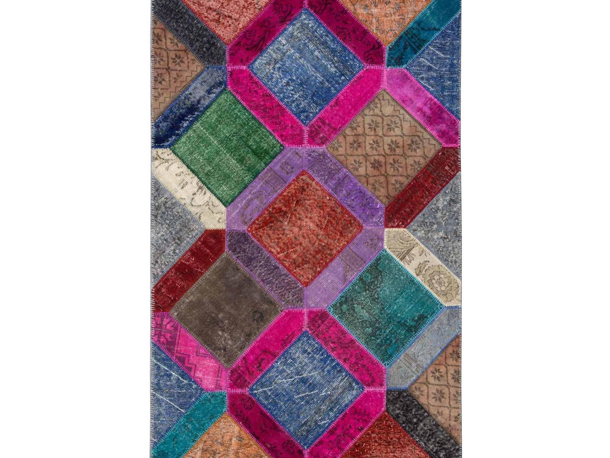 Ковер PatchworkПрямоугольные ковры<br>Винтажный ковер ручной работы в стиле &amp;quot;пэчворк&amp;quot; <br>из 100% шерсти. Ковер прекрасно подходит в <br>любые современные и классические интерьеры, <br>а благодаря толщине ковра всего 5 мм. и отсутствию <br>ворса, его легко чистить любыми видами пылесосов. <br>Этот настоящий ковер ручной работы не потеряет <br>своих красок и будет служить десятилетия.<br><br>Material: Шерсть<br>Ширина см: 159<br>Глубина см: 243