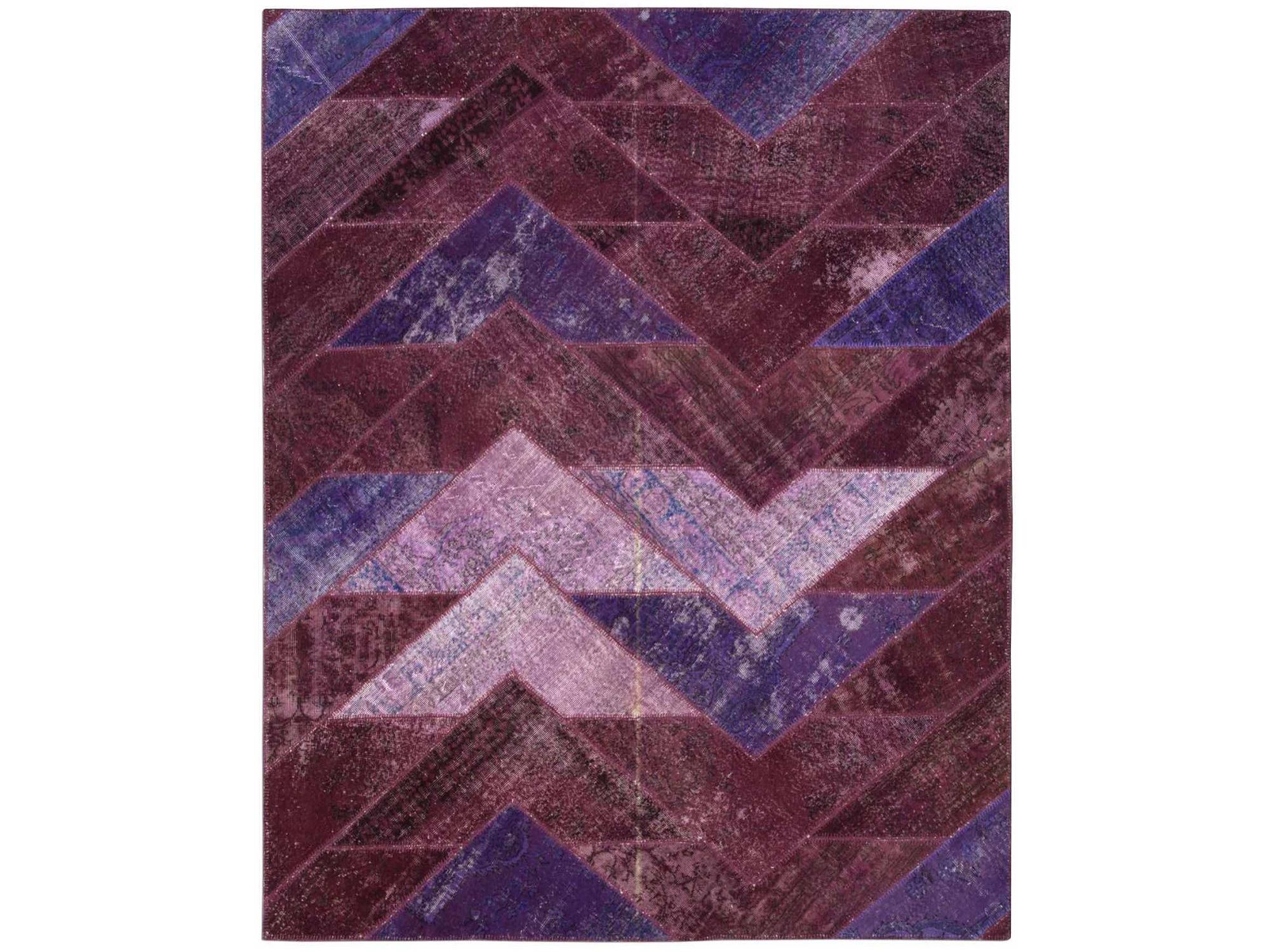 Ковер PatchworkПрямоугольные ковры<br>Винтажный ковер ручной работы в стиле &amp;quot;пэчворк&amp;quot; <br>из 100% шерсти. Ковер прекрасно подходит в <br>любые современные и классические интерьеры, <br>а благодаря толщине ковра всего 5 мм. и отсутствию <br>ворса, его легко чистить любыми видами пылесосов. <br>Этот настоящий ковер ручной работы не потеряет <br>своих красок и будет служить десятилетия.<br><br>Material: Шерсть<br>Ширина см: 249<br>Глубина см: 309