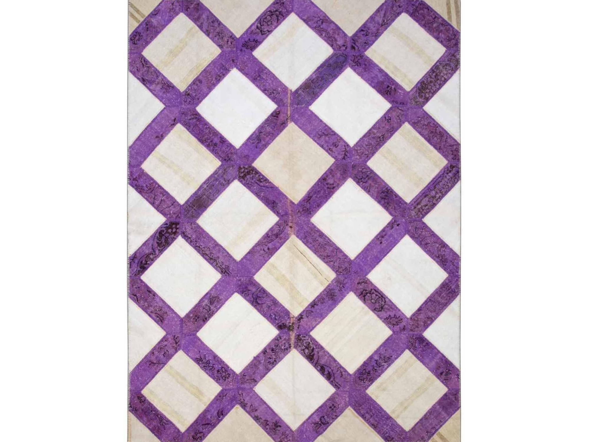 Ковер PatchworkПрямоугольные ковры<br>Винтажный ковер ручной работы в стиле &amp;quot;пэчворк&amp;quot; <br>из 100% шерсти. Ковер прекрасно подходит в <br>любые современные и классические интерьеры, <br>а благодаря толщине ковра всего 5 мм. и отсутствию <br>ворса, его легко чистить любыми видами пылесосов. <br>Этот настоящий ковер ручной работы не потеряет <br>своих красок и будет служить десятилетия.<br><br>Material: Шерсть<br>Ширина см: 241<br>Глубина см: 323