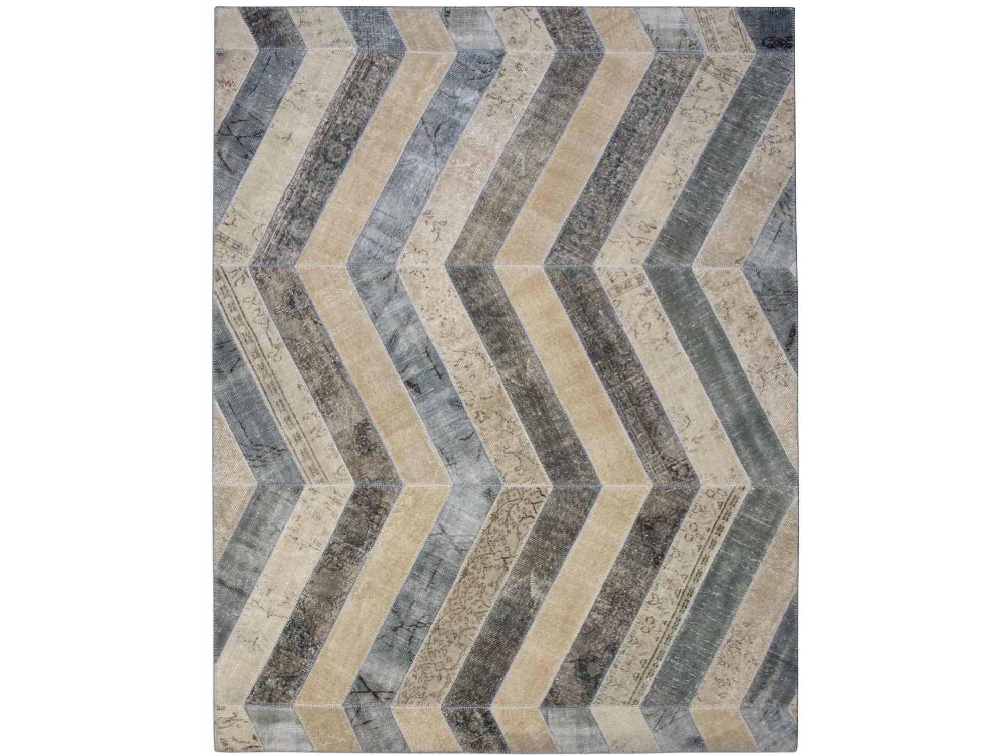 Ковер PatchworkПрямоугольные ковры<br>Винтажный ковер ручной работы в стиле &amp;quot;пэчворк&amp;quot; <br>из 100% шерсти. Ковер прекрасно подходит в <br>любые современные и классические интерьеры, <br>а благодаря толщине ковра всего 5 мм. и отсутствию <br>ворса, его легко чистить любыми видами пылесосов. <br>Этот настоящий ковер ручной работы не потеряет <br>своих красок и будет служить десятилетия.<br><br>Material: Шерсть<br>Ширина см: 247<br>Глубина см: 317