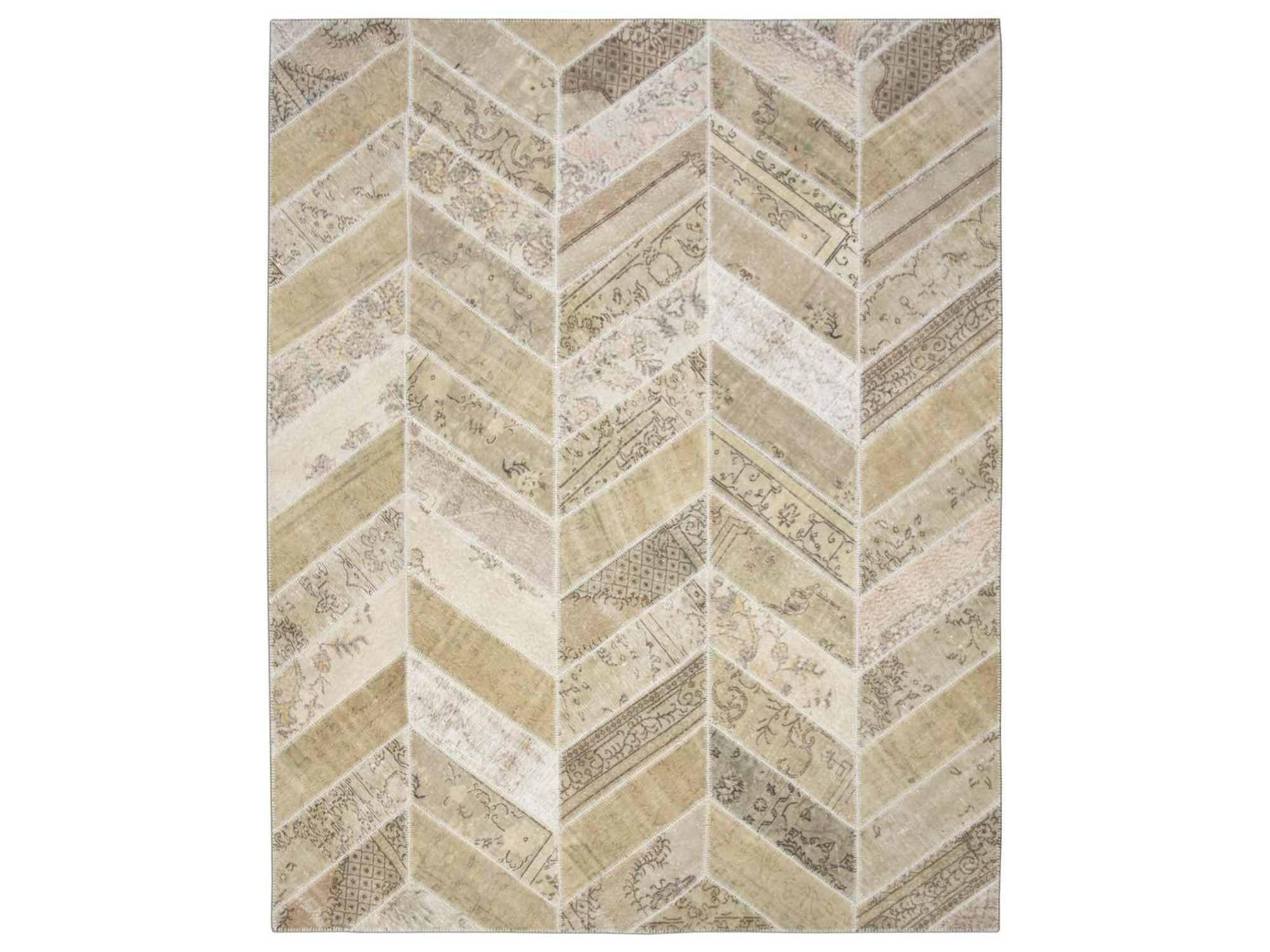 Ковер PatchworkПрямоугольные ковры<br>Винтажный ковер ручной работы в стиле &amp;quot;пэчворк&amp;quot; <br>из 100% шерсти. Ковер прекрасно подходит в <br>любые современные и классические интерьеры, <br>а благодаря толщине ковра всего 5 мм. и отсутствию <br>ворса, его легко чистить любыми видами пылесосов. <br>Этот настоящий ковер ручной работы не потеряет <br>своих красок и будет служить десятилетия.<br><br>Material: Шерсть<br>Ширина см: 246<br>Глубина см: 309