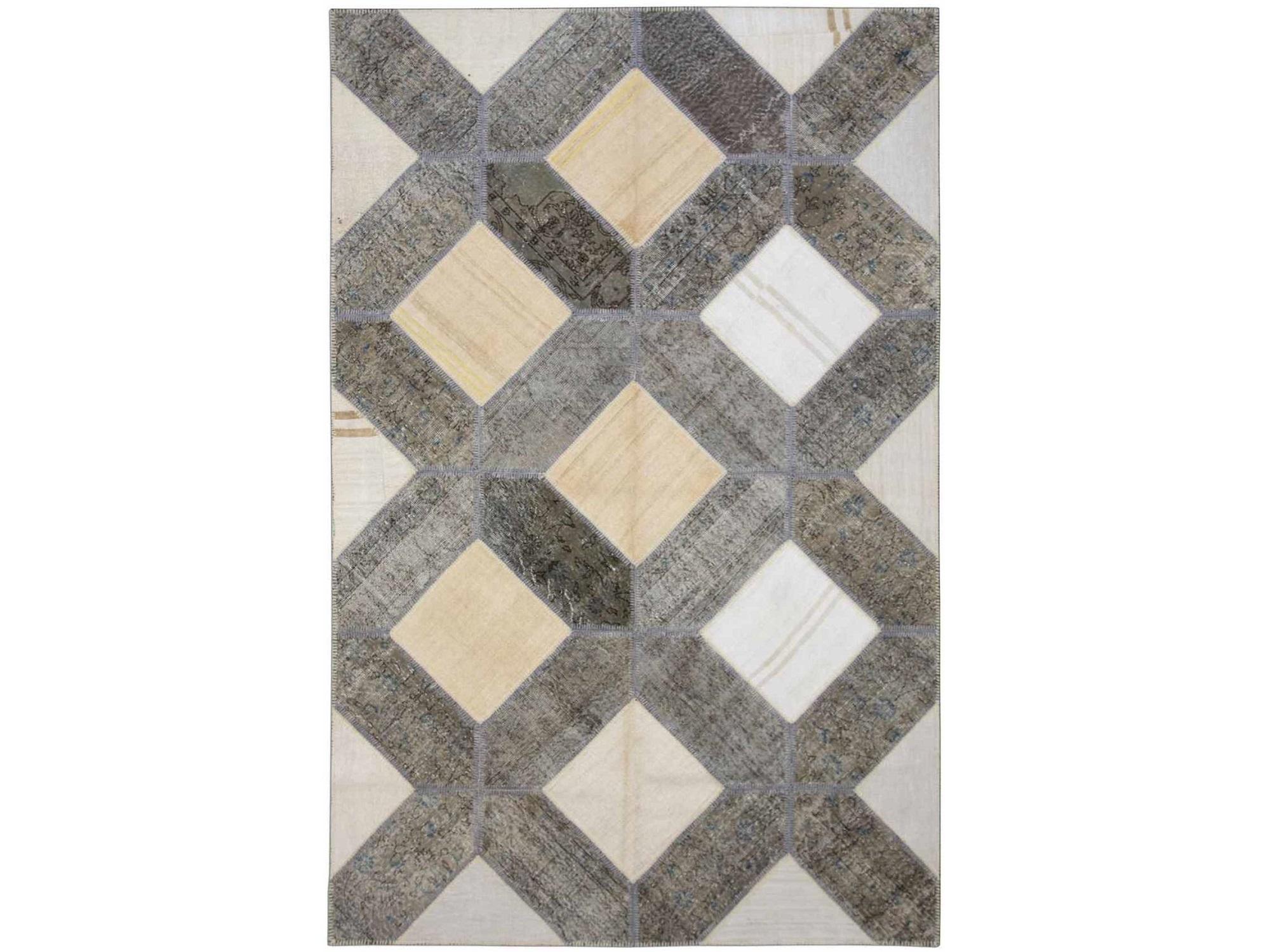 Ковер PatchworkПрямоугольные ковры<br>Винтажный ковер ручной работы в стиле &amp;quot;пэчворк&amp;quot; <br>из 100% шерсти. Ковер прекрасно подходит в <br>любые современные и классические интерьеры, <br>а благодаря толщине ковра всего 5 мм и отсутствию <br>ворса, его легко чистить любыми видами пылесосов. <br>Этот настоящий ковер ручной работы не потеряет <br>своих красок и будет служить десятилетия.<br><br>Material: Шерсть<br>Ширина см: 198<br>Глубина см: 305