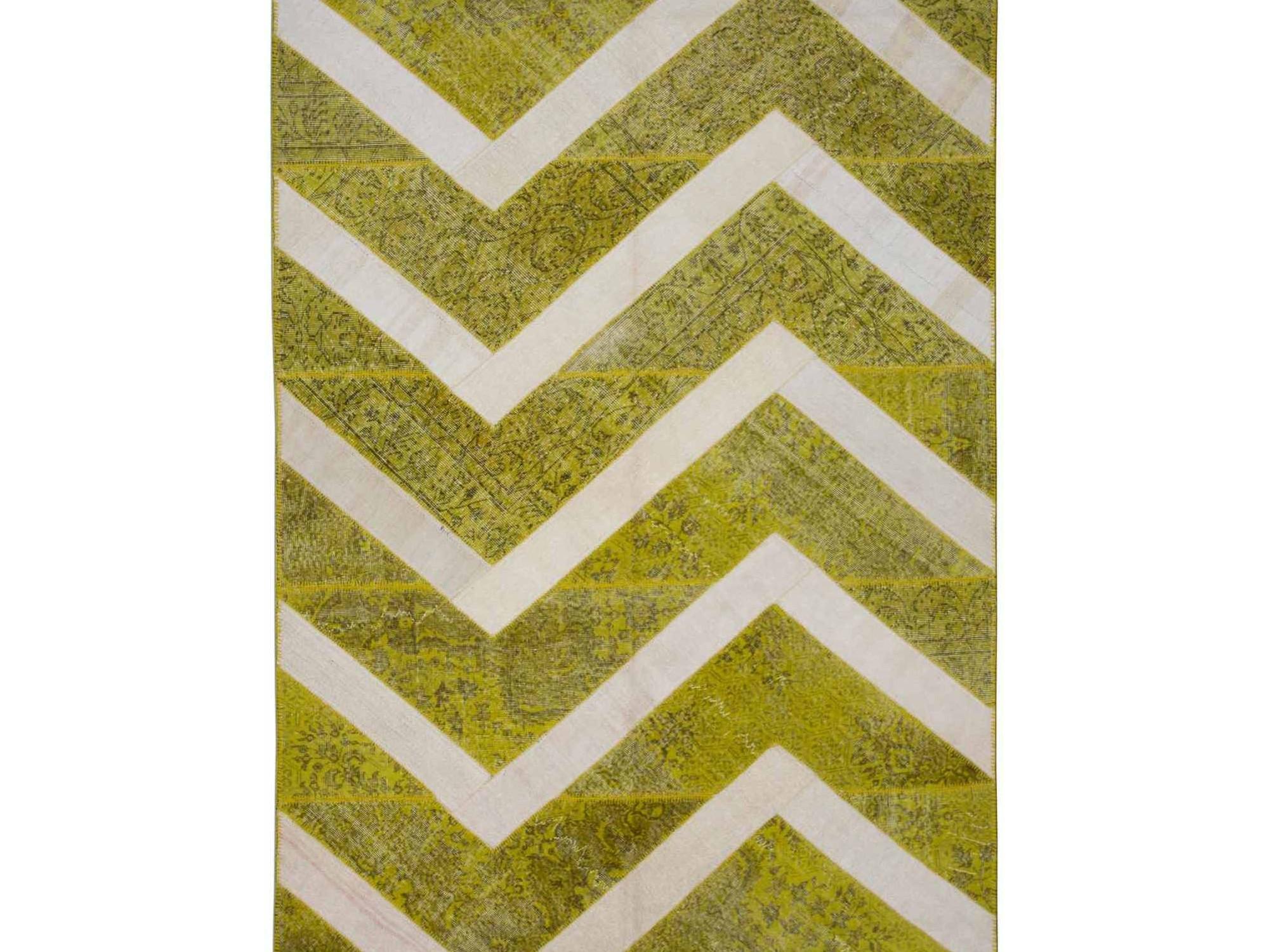 Ковер PatchworkПрямоугольные ковры<br>Винтажный ковер ручной работы в стиле &amp;quot;пэчворк&amp;quot; <br>из 100% шерсти. Ковер прекрасно подходит в <br>любые современные и классические интерьеры, <br>а благодаря толщине ковра всего 5 мм. и отсутствию <br>ворса, его легко чистить любыми видами пылесосов. <br>Этот настоящий ковер ручной работы не потеряет <br>своих красок и будет служить десятилетия.<br><br>Material: Шерсть<br>Width см: 204<br>Depth см: 294