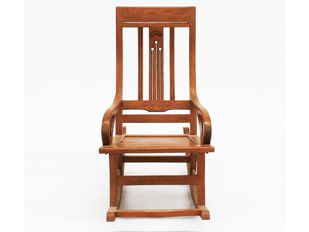 Кресло-качалка BrentaКресла-качалки<br>Вам нравится раскачиваться на стуле? Предлагаем делать это с максимальным комфортом: сидя в кресле-качалке Brenta. Изготовлено оно из массива тика. Отдельно отметим долговечность и прочность конструкции.&amp;amp;nbsp;<br><br>Material: Тик<br>Ширина см: 60<br>Высота см: 110<br>Глубина см: 55