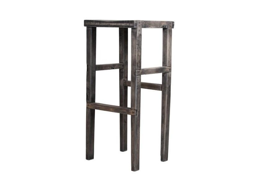 Барный табурет RodБарные стулья<br>Выполнена из массива дерева ручным инструментом, без применения металлических элементов, задействованы оригинальные деревянные соединения. В отделке использованы натуральные масла на восковой основе.<br><br>Material: Дерево<br>Ширина см: 34<br>Высота см: 75<br>Глубина см: 34