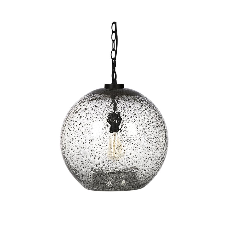СветильникПодвесные светильники<br>ROOMERS – это особенная коллекция, воплощение всего самого лучшего, модного и новаторского в мире дизайнерской мебели, предметов декора и стильных аксессуаров.<br>Интерьерные решения от ROOMERS – всегда актуальны, более того, они - на острие моды. Коллекции ROOMERS тщательно отбираются и обновляются дважды в год специально для вас.<br><br>Material: Стекло<br>Height см: 39,5<br>Diameter см: 36