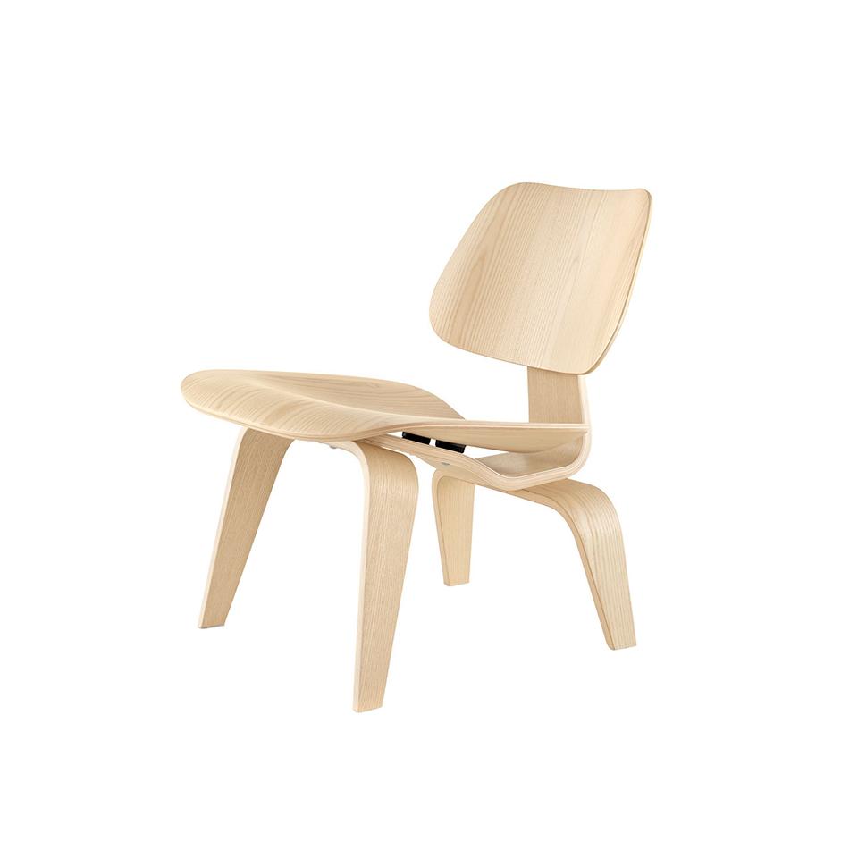 Стул EamesОбеденные стулья<br>ROOMERS – это особенная коллекция, воплощение всего самого лучшего, модного и новаторского в мире дизайнерской мебели, предметов декора и стильных аксессуаров.<br>Интерьерные решения от ROOMERS – всегда актуальны, более того, они - на острие моды. Коллекции ROOMERS тщательно отбираются и обновляются дважды в год специально для вас.<br><br>Material: Дерево