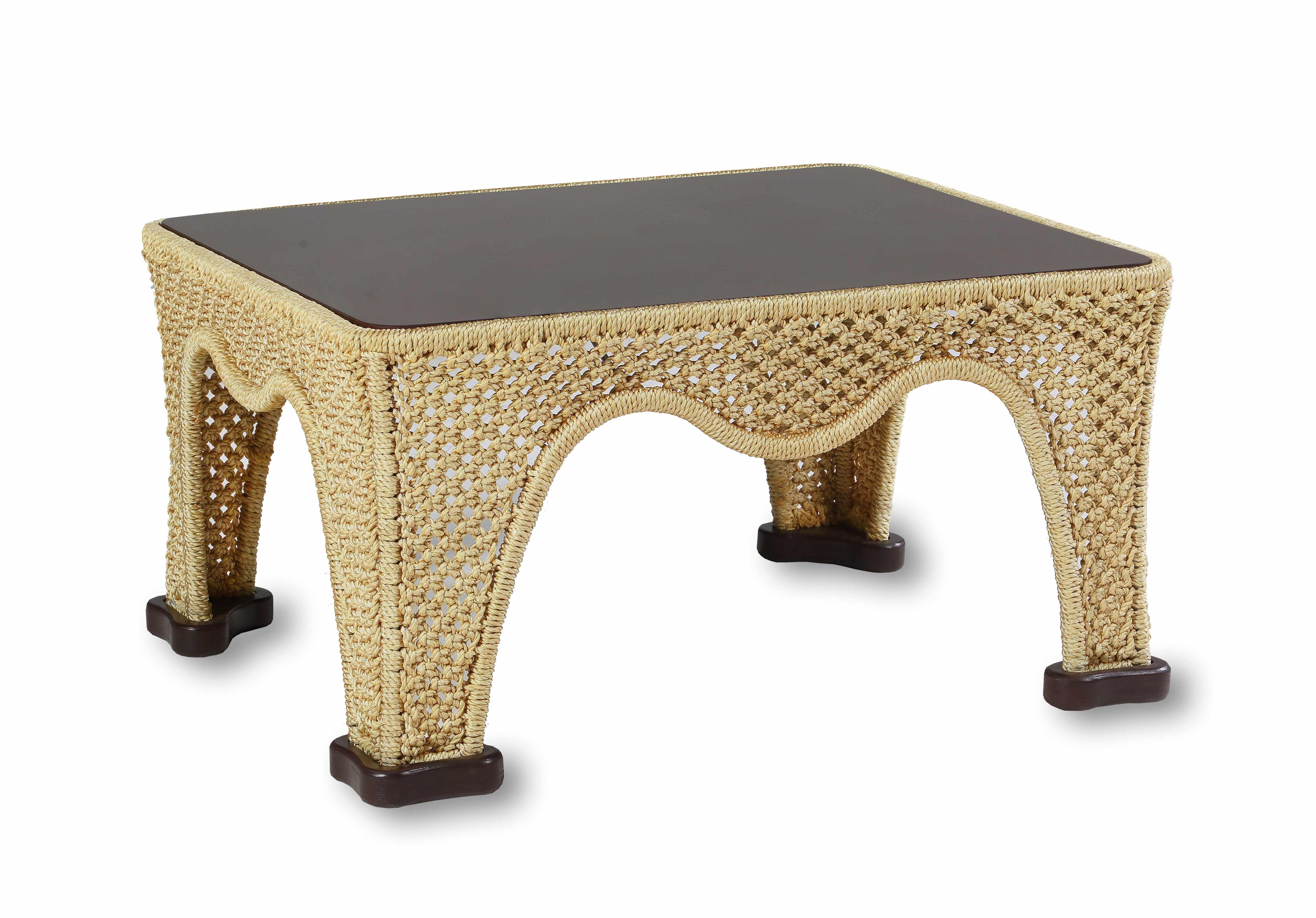 Стол КомфортСтолы и столики для сада<br>Металлический каркас, ручное плетение из полиамидной нити, деревянный обклад.<br><br>Material: Текстиль<br>Ширина см: 100<br>Высота см: 55<br>Глубина см: 85