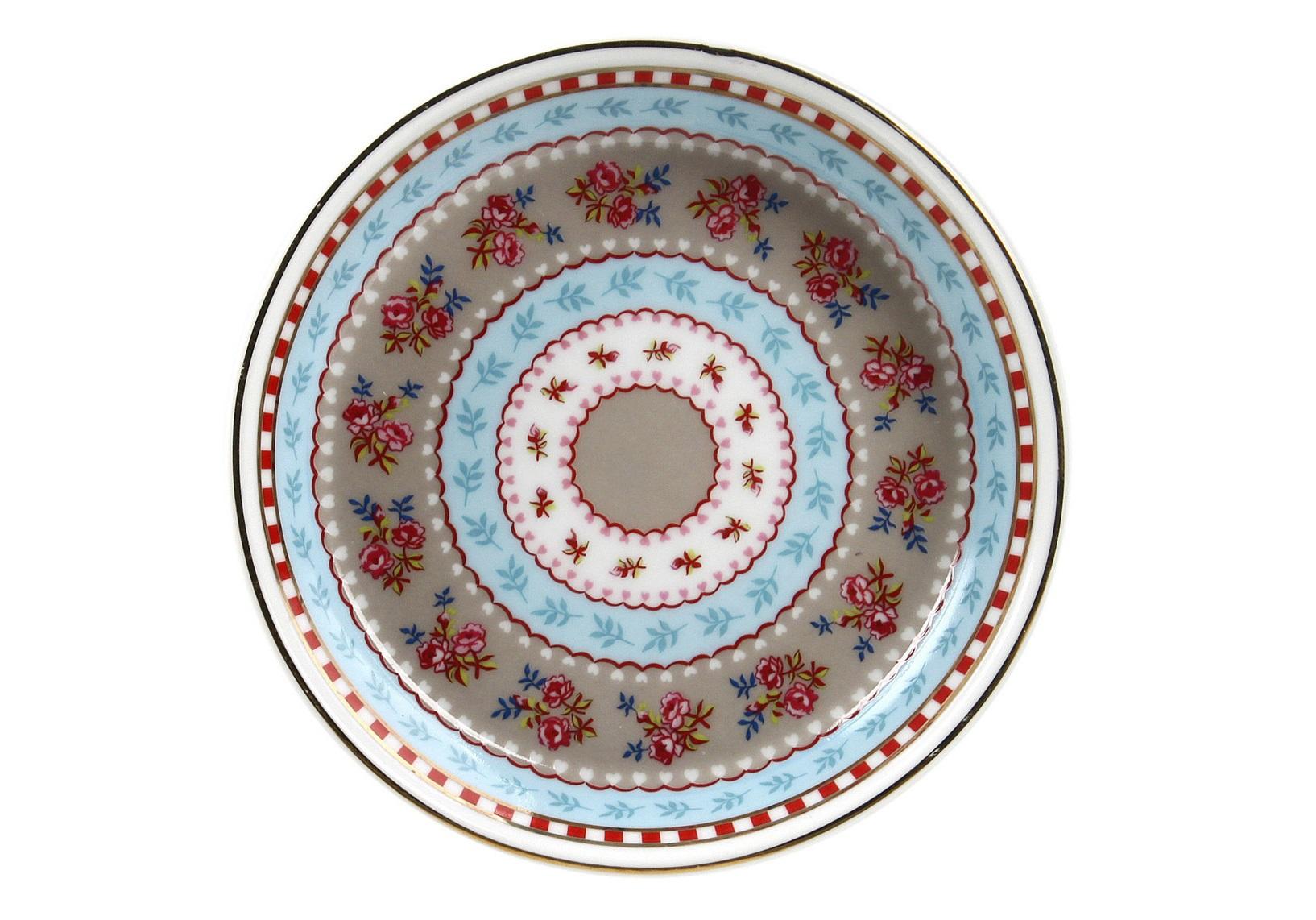 Набор маленьких блюдец Floral (4шт)Чайные пары, чашки и кружки<br>Коллекция посуды Floral появилась в 2008 г. и состоит из нескольких дизайнов, которые прекрасно сочетаются между собой и отлично дополняют друг друга. Особенность коллекции - в декорировании цветами, птицами и позолотой на всех предметах. Коллекция состоит из трёх цветовых групп - розовой, хаки и голубой, которые можно бесконечно комбинировать между собой. Коллекция также включает в себя кухонный текстиль и стекло.&amp;lt;div&amp;gt;&amp;lt;br&amp;gt;&amp;lt;/div&amp;gt;&amp;lt;div&amp;gt;&amp;lt;span style=&amp;quot;font-size: 14px;&amp;quot;&amp;gt;Не использовать в микроволновой печи. Не рекомендуется мыть в посудомоечной машине.&amp;amp;nbsp;&amp;lt;/span&amp;gt;&amp;lt;br&amp;gt;&amp;lt;/div&amp;gt;<br><br>Material: Фарфор<br>Height см: 1.2<br>Diameter см: 9.5
