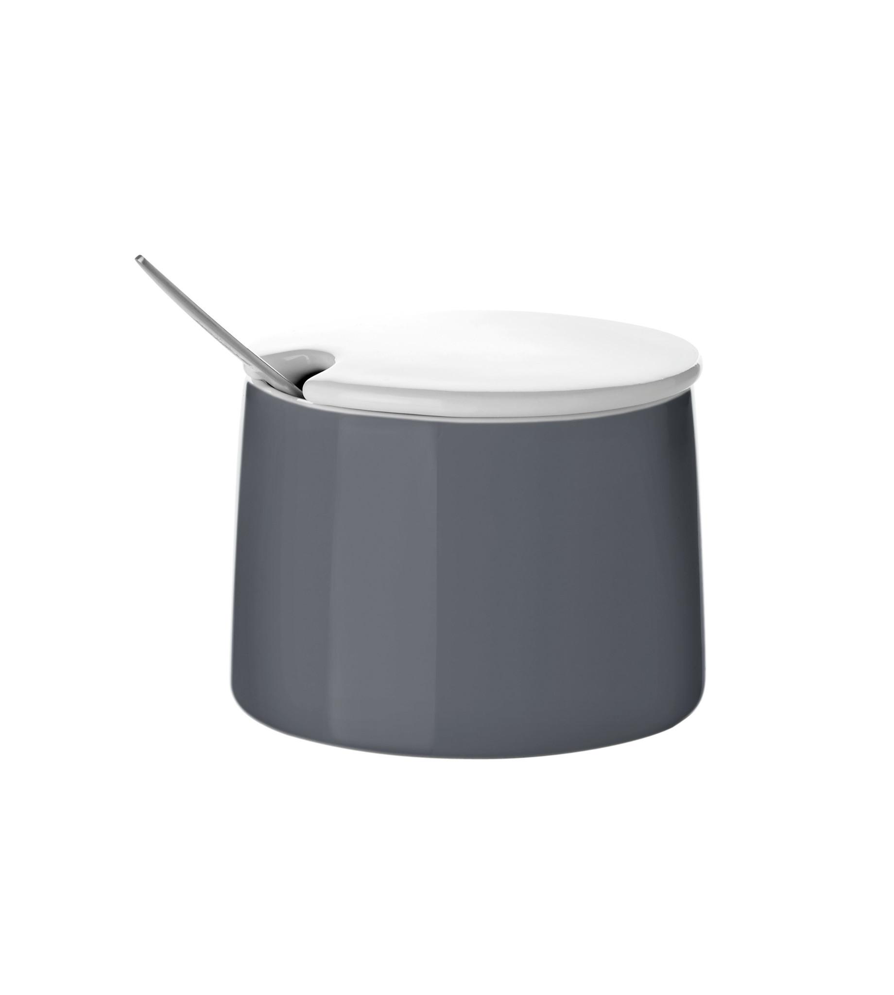 Сахарница EmmaСахарницы<br>Практичная сахарница с удобной крышкой, которая имеет специальное отверстие для ложки. Таким образом сахар внутри не покрывается пылью.<br><br>Material: Керамика<br>Width см: 8,5<br>Depth см: 8<br>Height см: 8.5