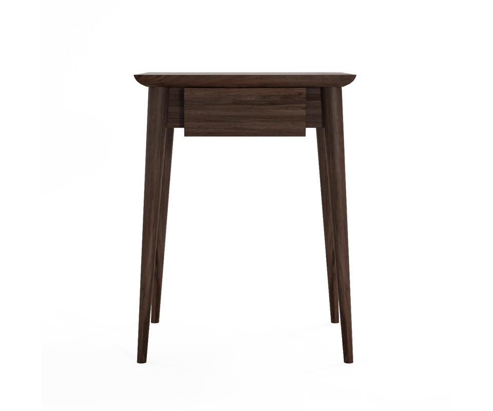 Столик VintageПриставные столики<br>Симпатичный и компактный столик из американского черного ореха. Оснащён небольшим выдвижным ящиком. В силу размеров и небольшого веса, легко переносится и может быть использован не только как прикроватный .&amp;amp;nbsp;<br><br>Material: Тик<br>Ширина см: 45<br>Высота см: 60<br>Глубина см: 35