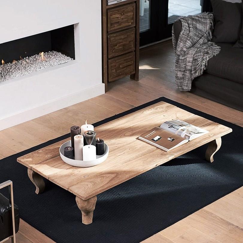 Стол кофейный Lucy 140Кофейные столики<br>Кофейный стол из тика, столешница из антикварной доски и массивные изогнутые ножки. Возможен в трех размерах.<br><br>Material: Тик<br>Length см: 140.0<br>Width см: 70.0<br>Depth см: None<br>Height см: 30.0<br>Diameter см: None