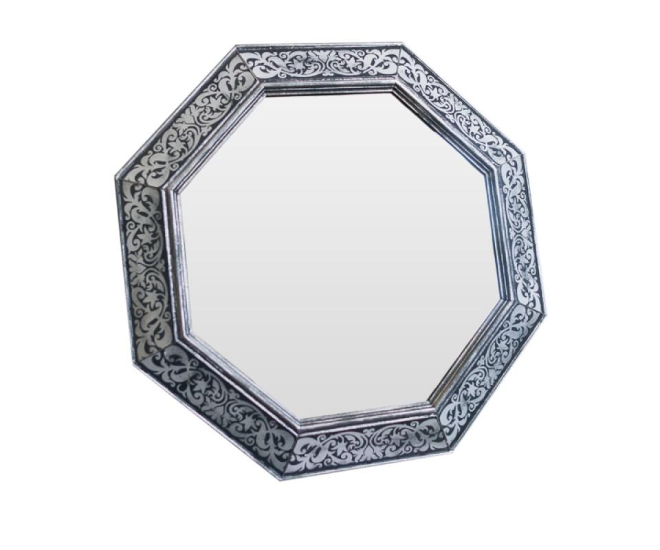 Зеркало TraceryНастенные зеркала<br>Эксклюзивное зеркало ручной работы выполнено в форме роскошного бриллианта. Над его созданием кропотливо трудились руки наших искусных мастеров, которые старательно отбирали лучшие орнаменты для рам в старинных книгах по архитектуре. Зеркало идеально дополнит пространство прихожей, а также станет центральным элементом в оформлении гостиной или спальни хозяев дома.<br><br>Material: Дерево<br>Ширина см: 60<br>Высота см: 60<br>Глубина см: 4