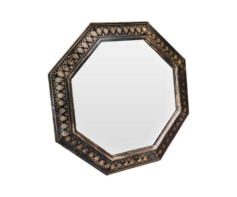 Зеркало ручной работы Теплое золотоНастенные зеркала<br>Эксклюзивное зеркало ручной работы от BountyHome. Благодаря тщательно подобранным оттенкам и орнаменту создается волшебный эффект &amp;quot;теплого золота&amp;quot;. Зеркало одинаково уютно подойдет для гостиной комнаты, столовой, спальни или холла.<br><br>Material: Дерево<br>Ширина см: 60<br>Высота см: 60<br>Глубина см: 4