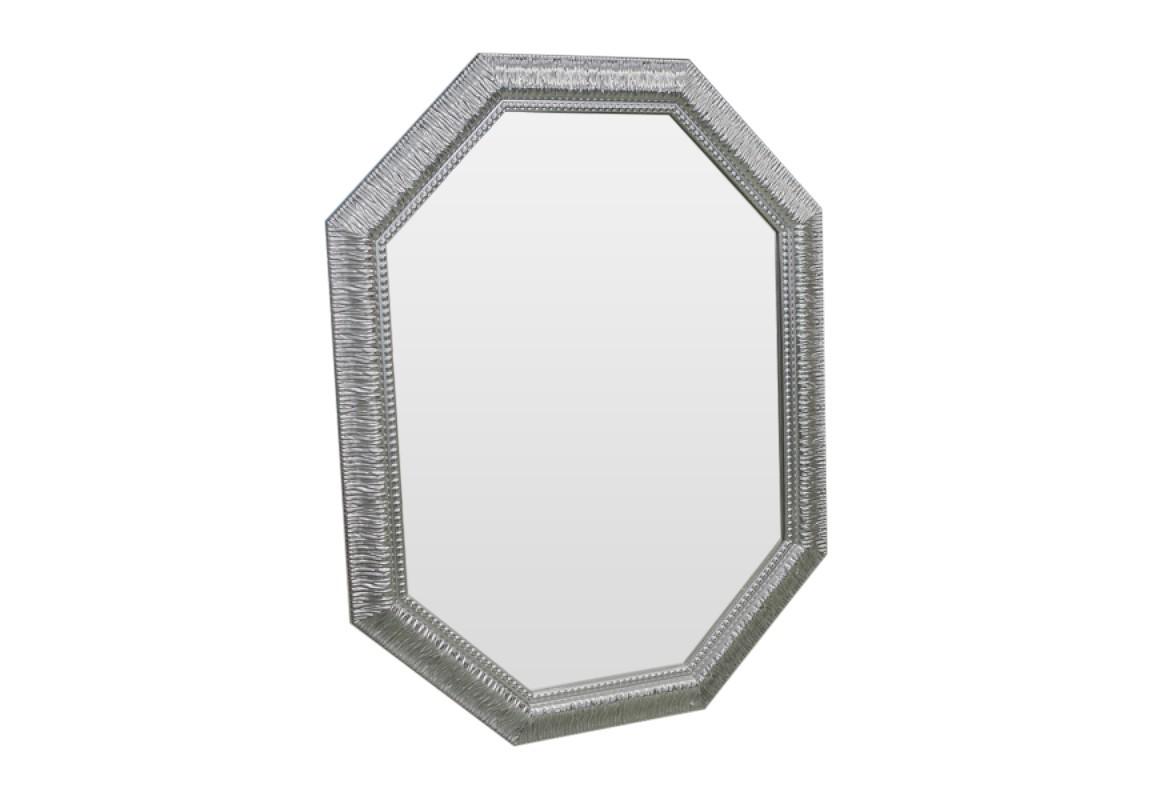 Зеркало Серебряная роскошьНастенные зеркала<br>Искристость и игривое настроение этого зеркала добавят в Ваш дом смешинок, душещипательных моментов и неподдельной нежности.<br><br>Material: Полиуретан<br>Ширина см: 70.0<br>Высота см: 92.0<br>Глубина см: 4.0